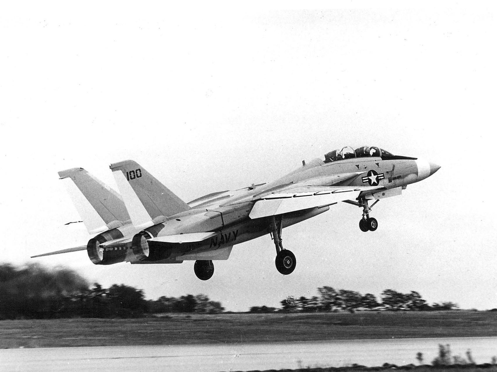 اول مواجهه جويه بين الاخوه الاعداء : ال F-14 Tomcat ضد ال F-4 Phantom  100th_F-14_Tomcat_produced_taking_off_in_1974