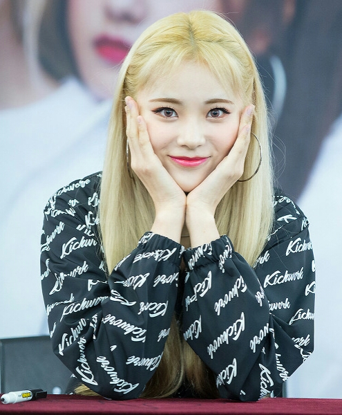 Jinsoul Wikipedia A Enciclopedia Livre She was introduced as the group's seventh member in june 2017, and is a part of its. jinsoul wikipedia a enciclopedia livre