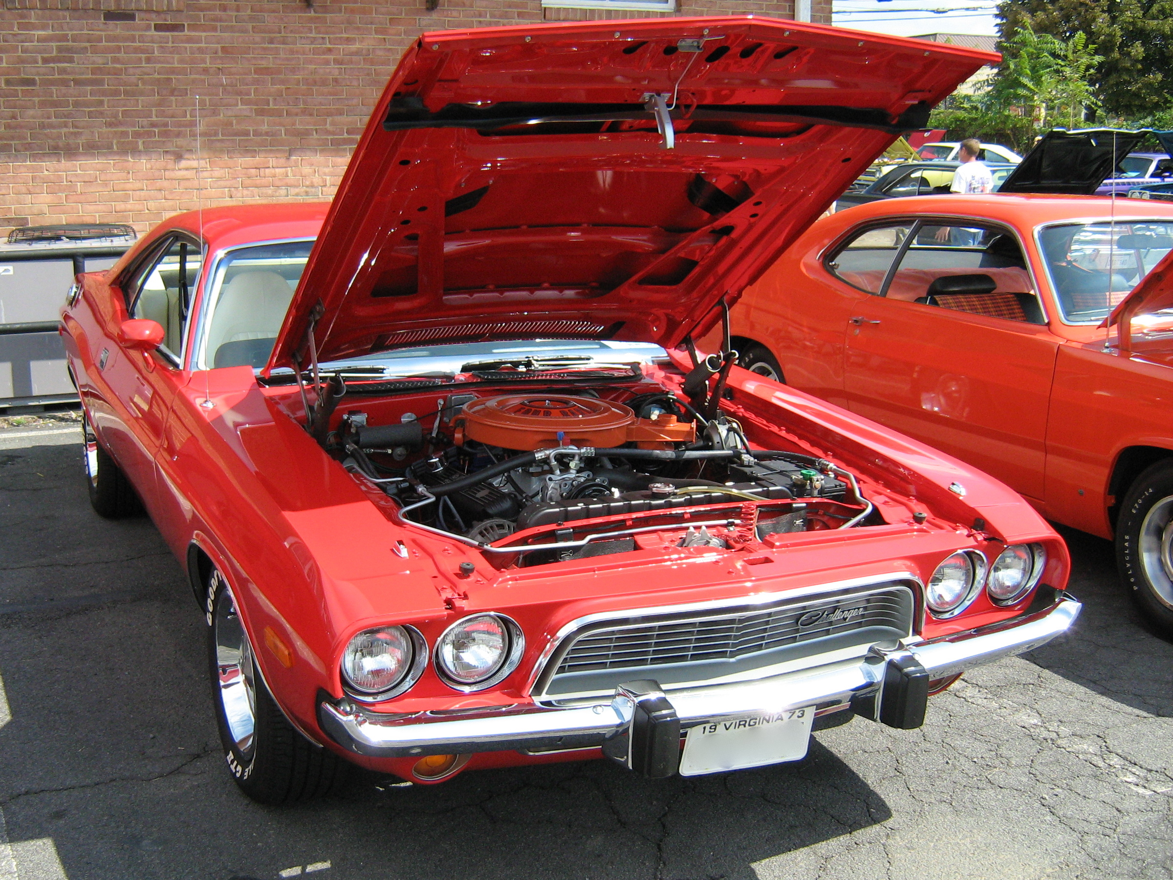 Description 1973 Dodge Challenger red.jpg