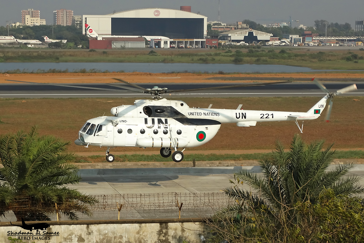 221 Bangladesh Air Force Mi-17. (24082057471).jpg