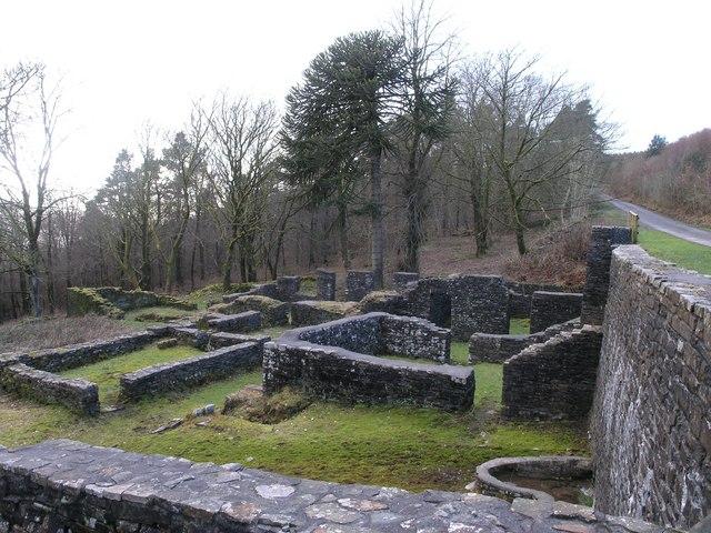 A ruin on Mynydd Nant-y-Bar - geograph.org.uk - 352239