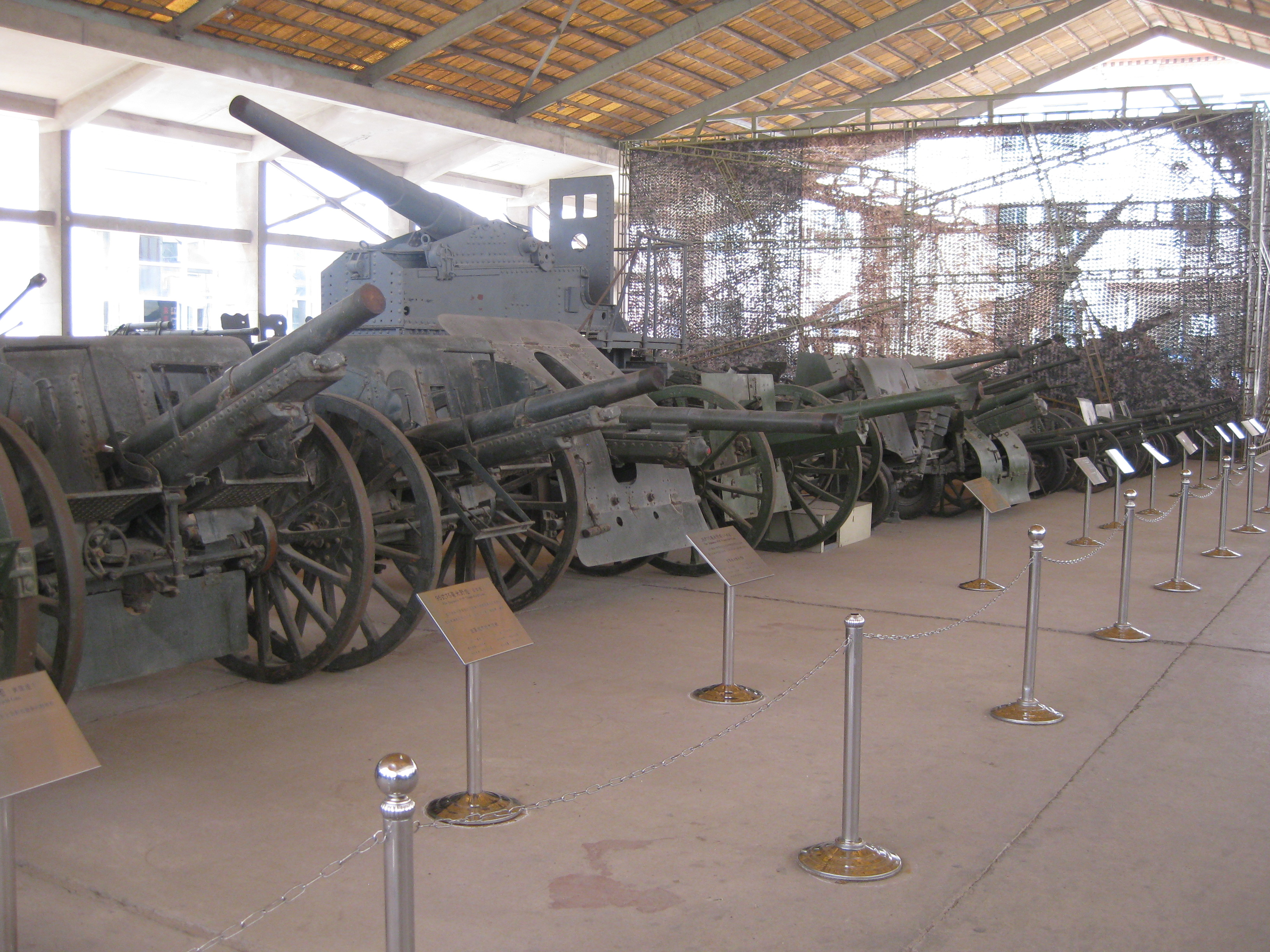 File:Artillery in the Military Museum of the Chinese ...