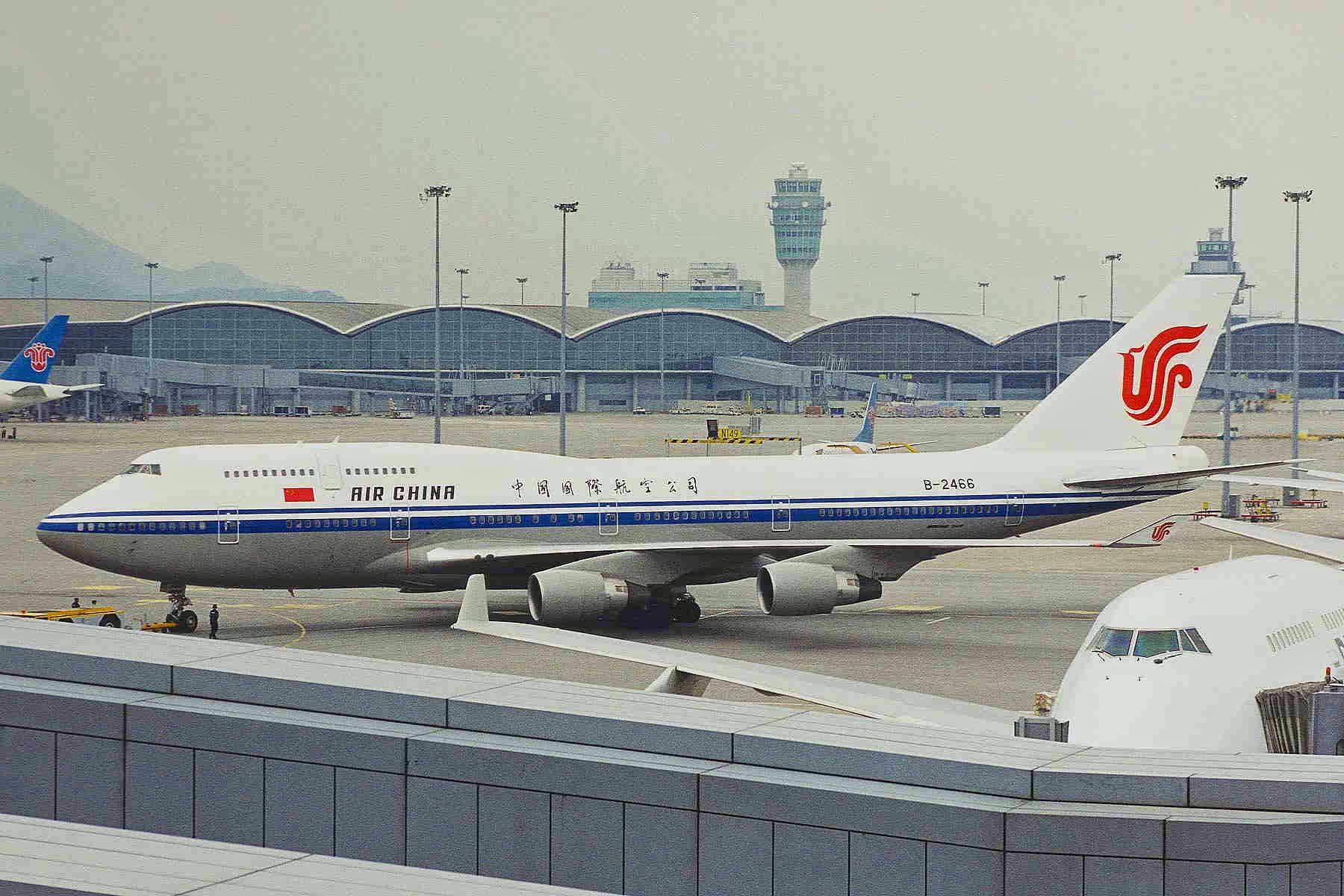 File:B-2466 B747-4J6 Air China HKG 01OCT99 (6516624773).