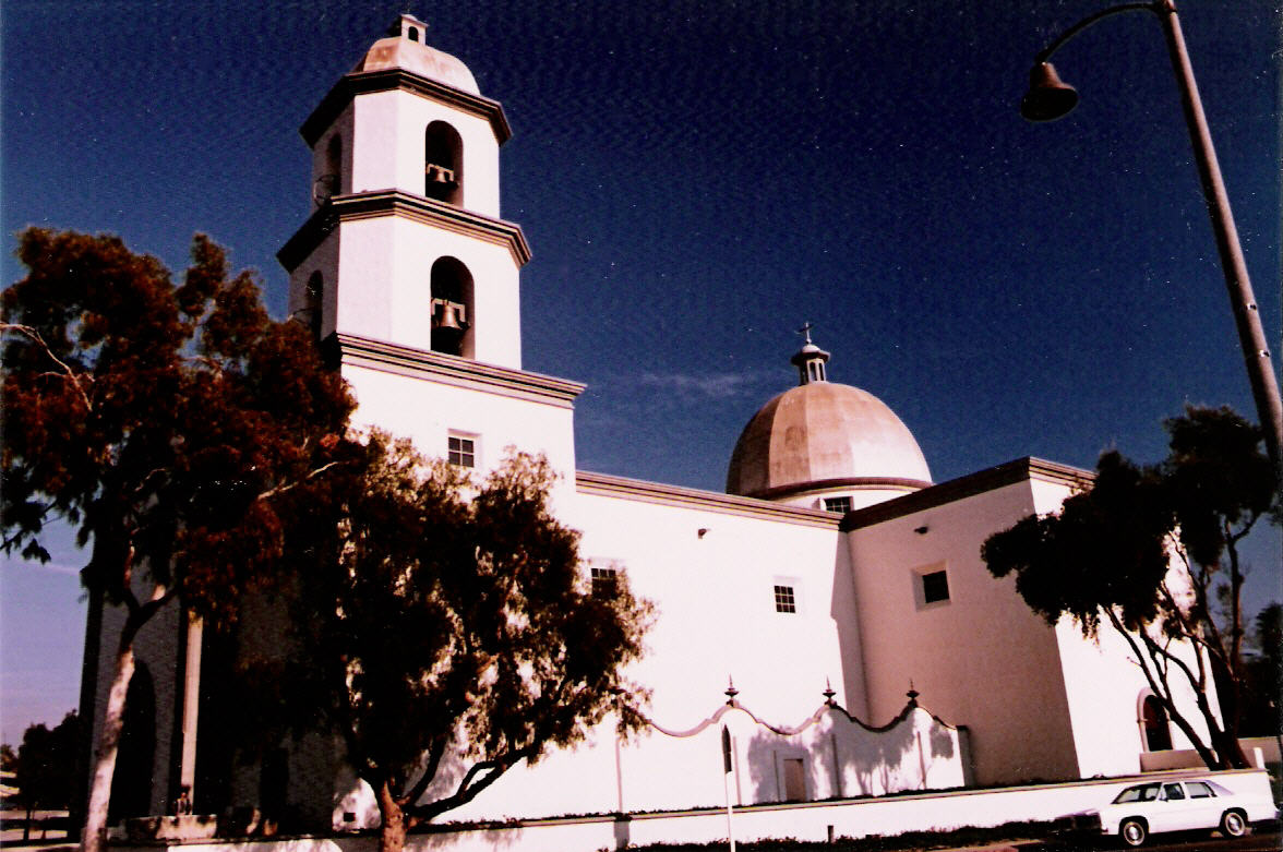 Basilica San Juan Capistrano 1987.jpg