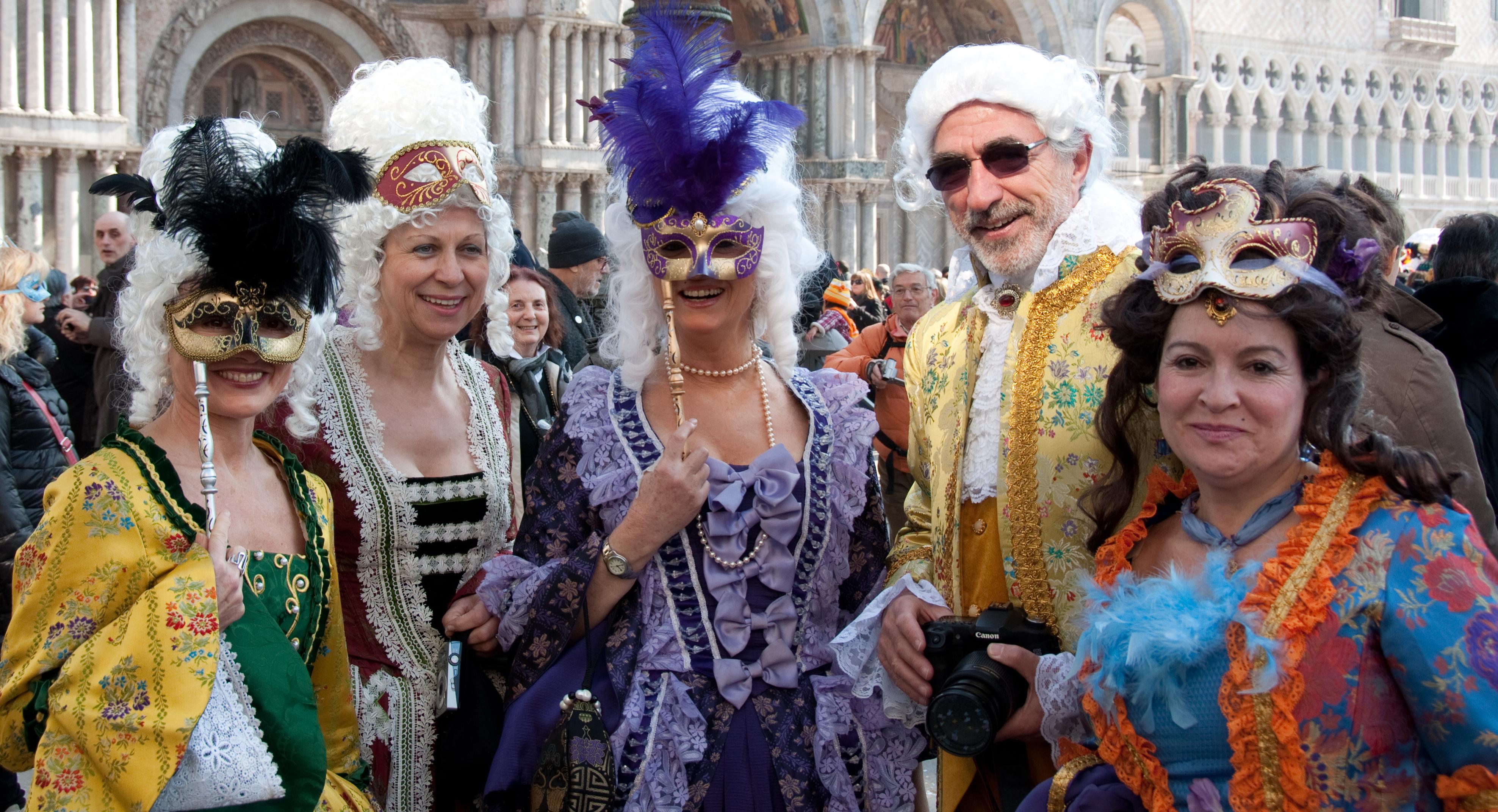 File carnival of venice 2011 5503201275 jpg wikimedia - Mascaras de carnaval de venecia ...