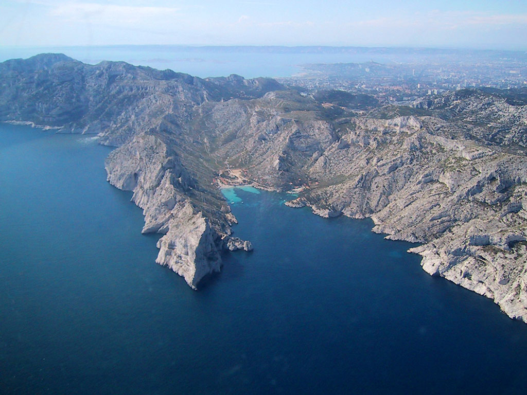 File Cassis Calanques Jpg Wikimedia Commons
