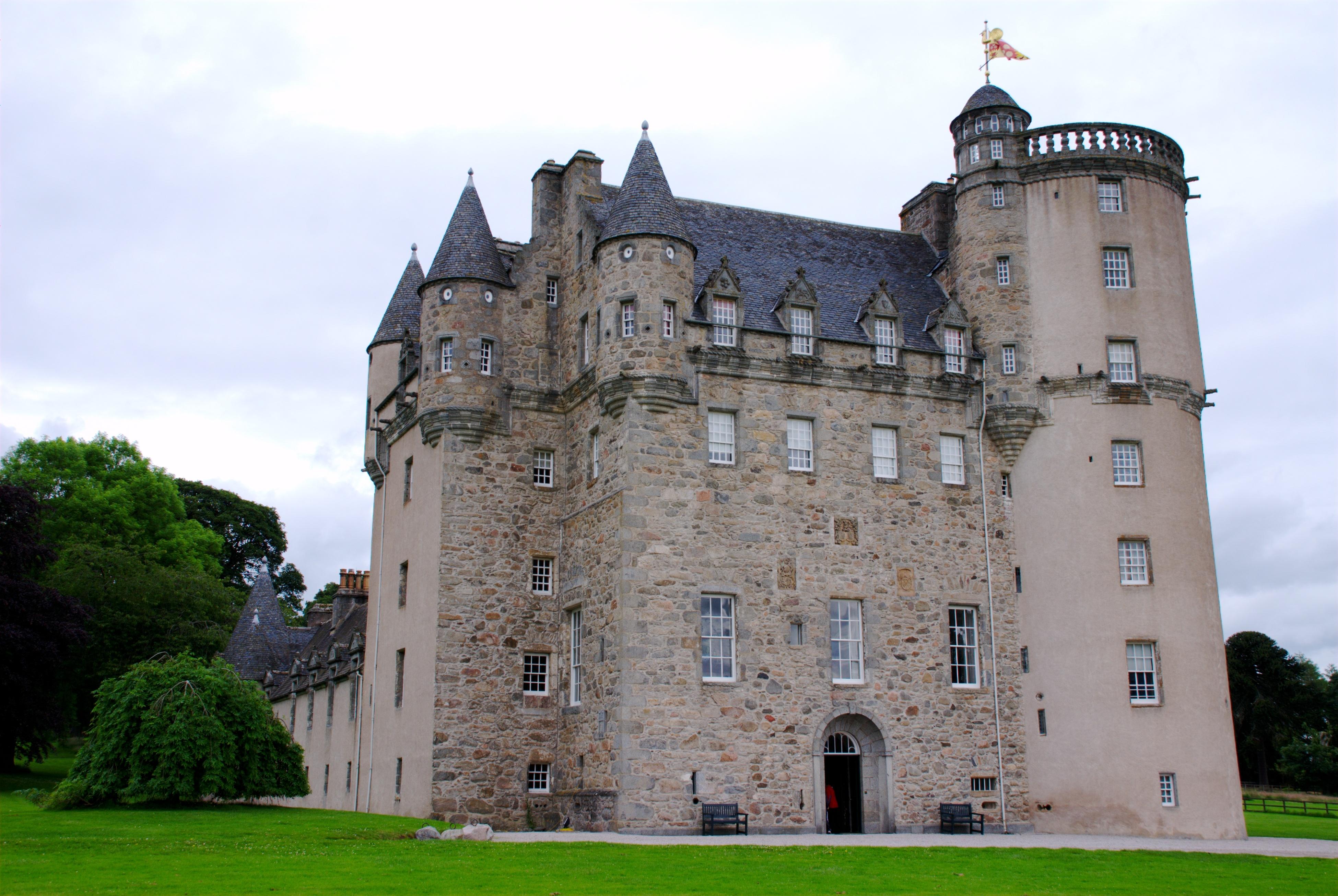 Scottish Castle Floor Plans File Castle Fraser Full View Jpg Wikimedia Commons