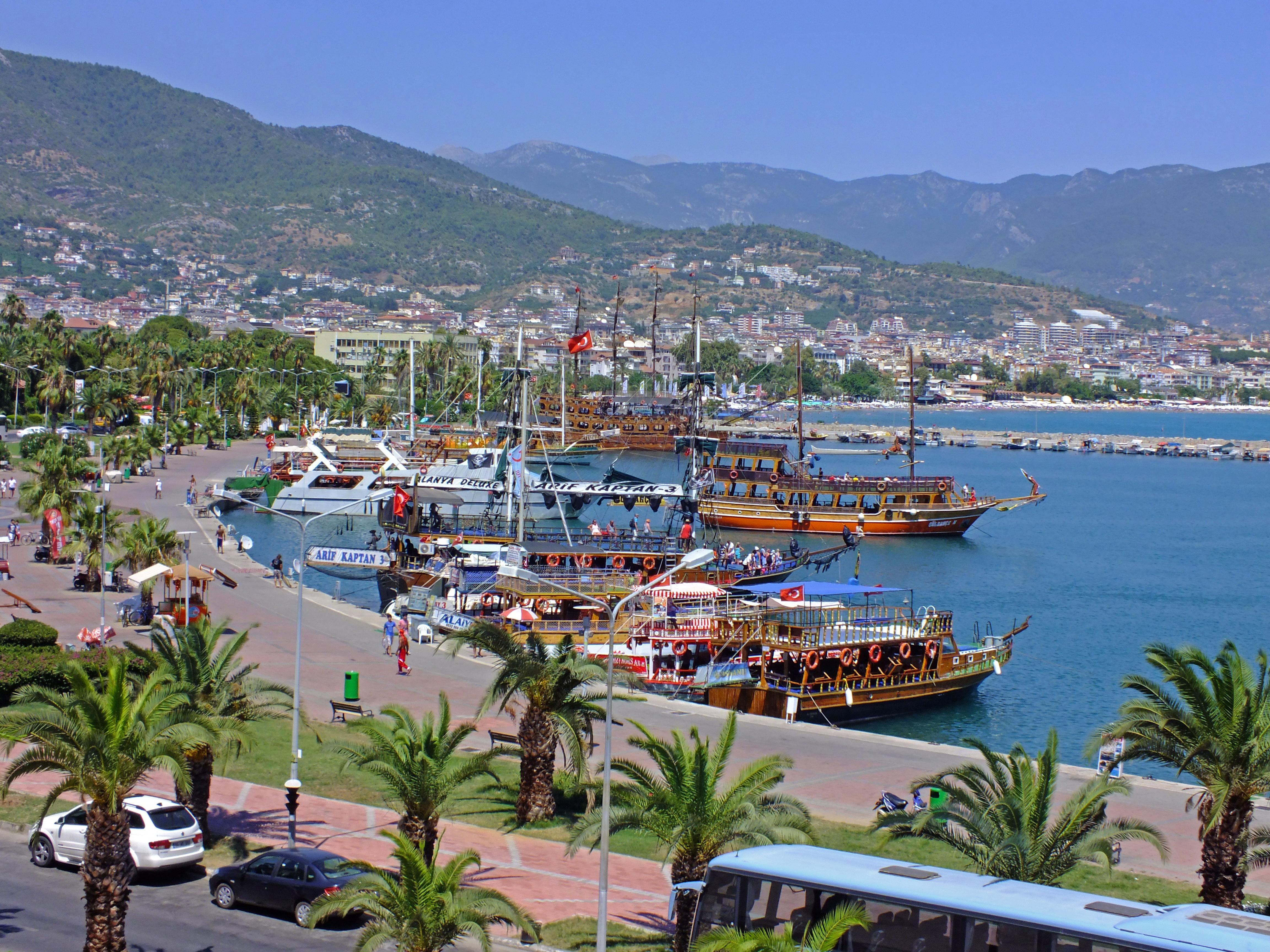 Der Hafen Alanyas, Pia by Nize
