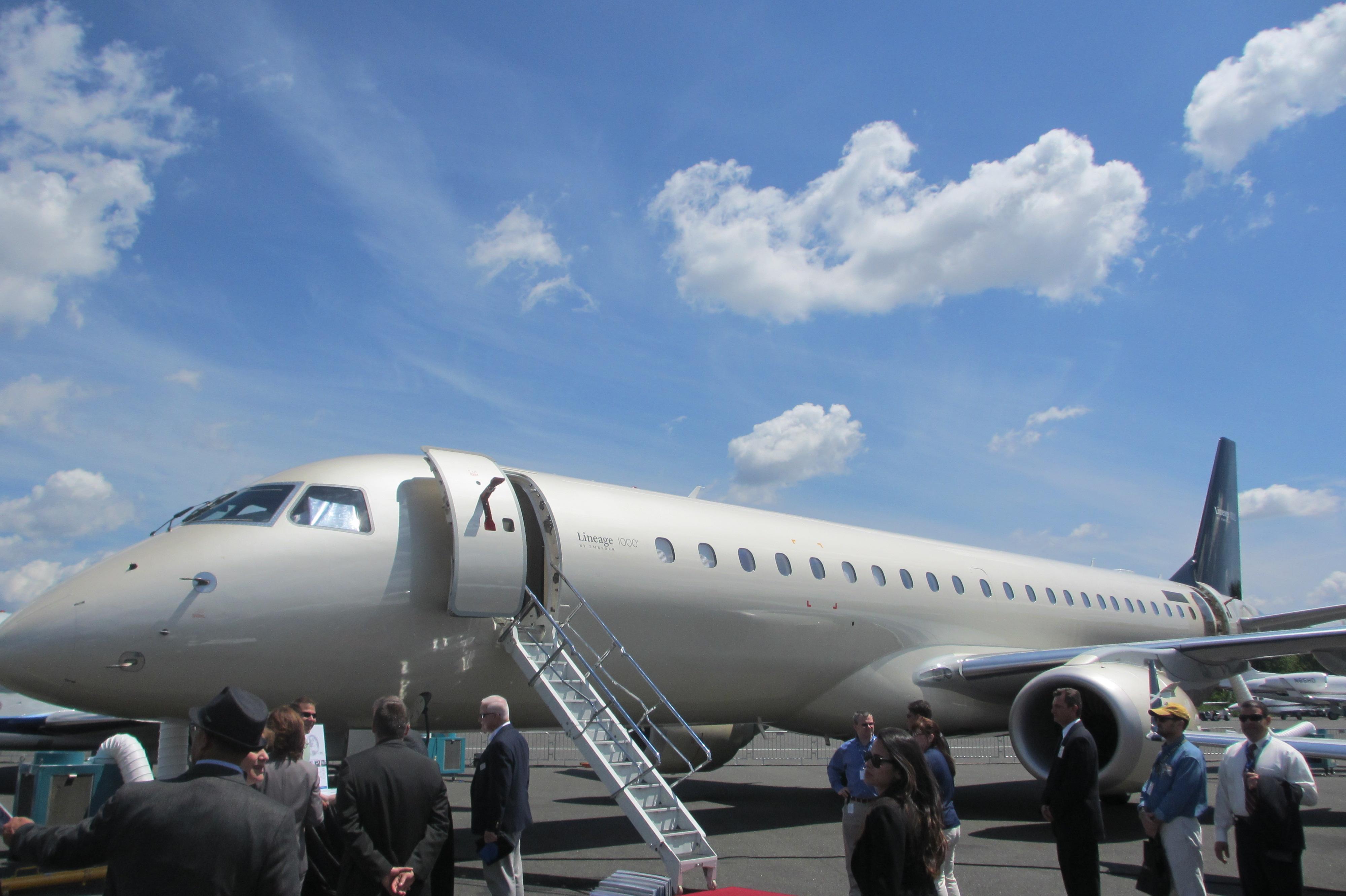 File embraer lineage 1000 interior forward cabin jpg wikimedia - Embraer Lineage 1000