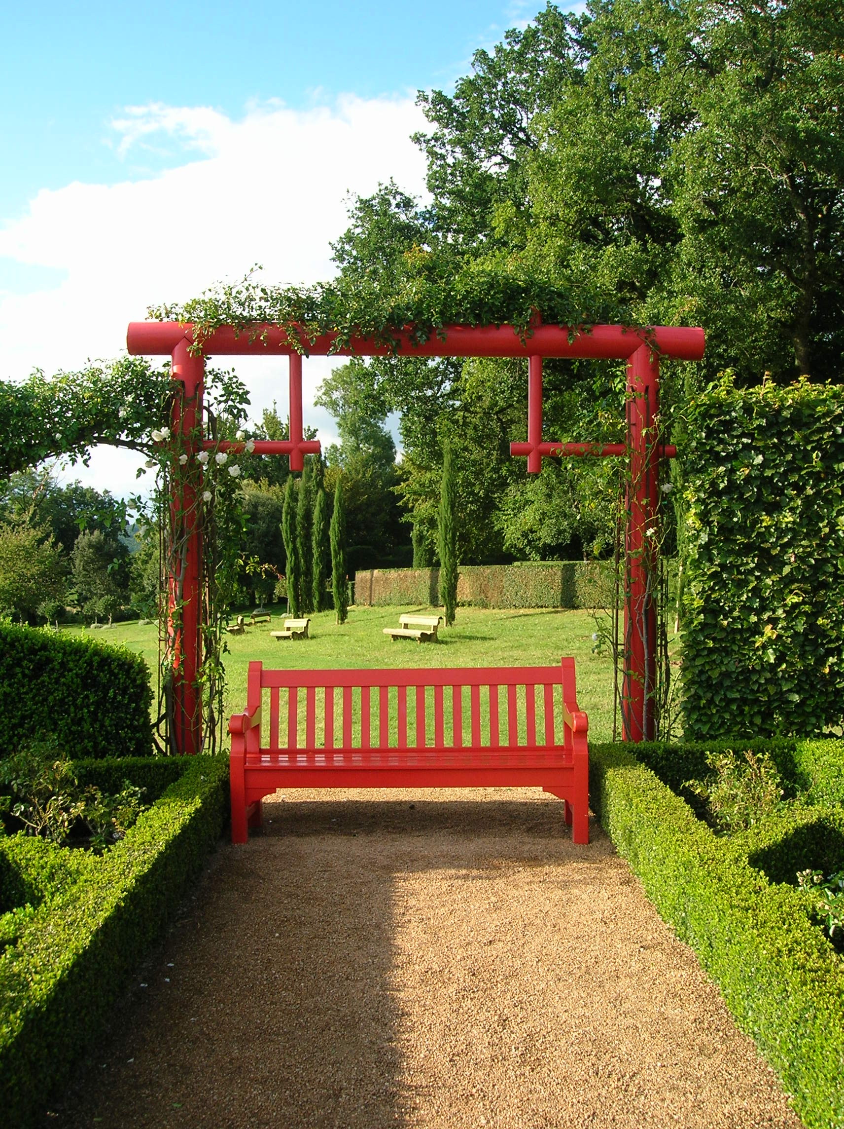 File Eyrignac Manor red bench JPG Wikimedia mons