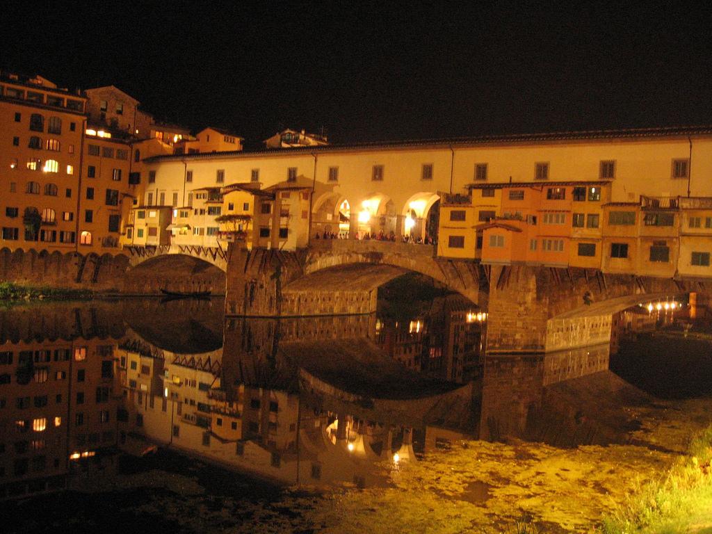 Descrizione firenze ponte vecchio by night