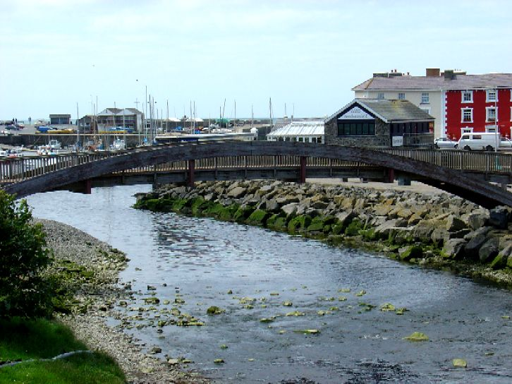File:Footbridge over Aeron.jpg