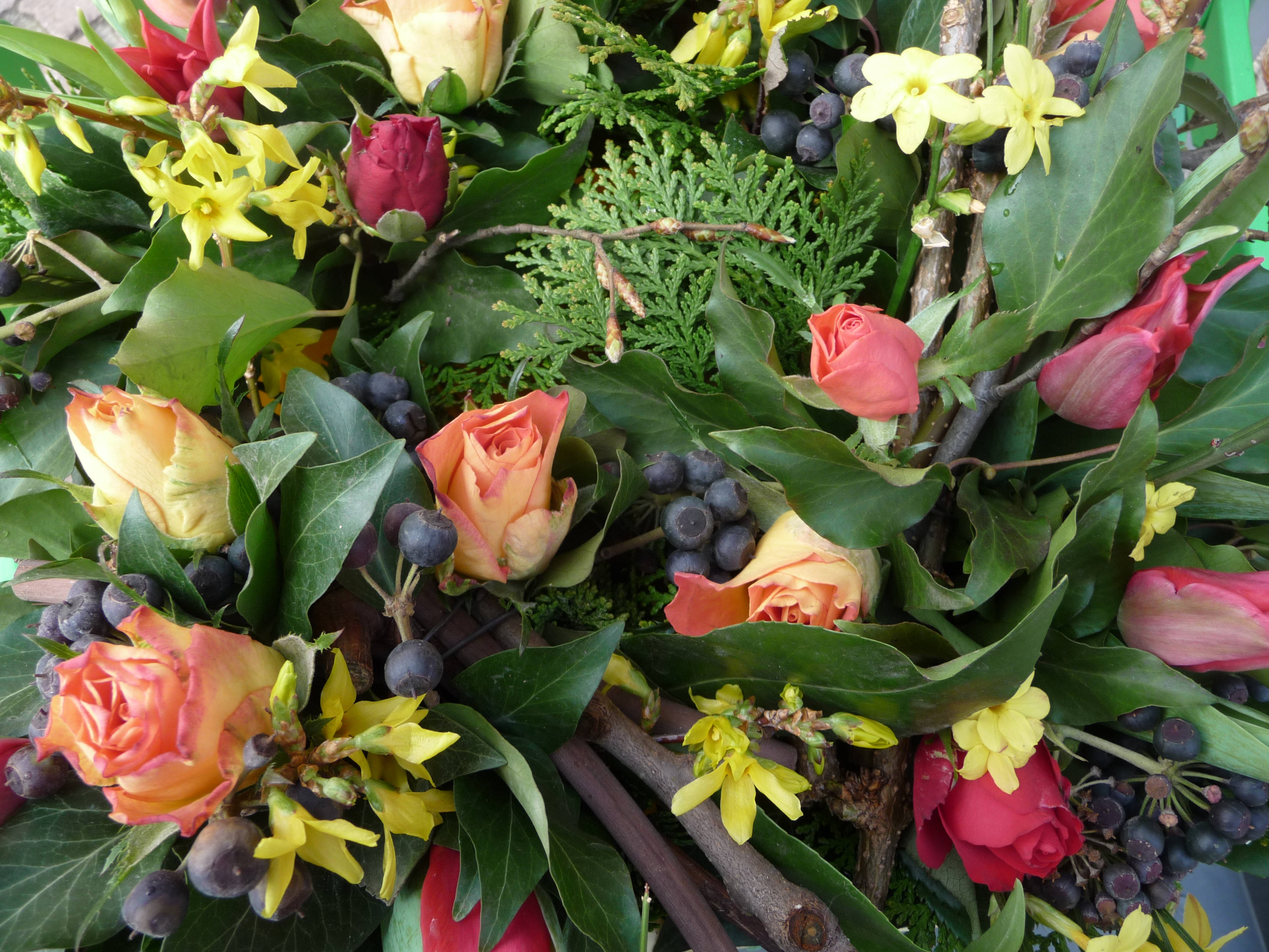 Frühlingsstrauß file frühlingsstrauß mit und tulpen jpg wikimedia commons