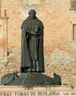 Estatua de Fray Tomás de Berlanga en Berlanga de Duero (Soria)