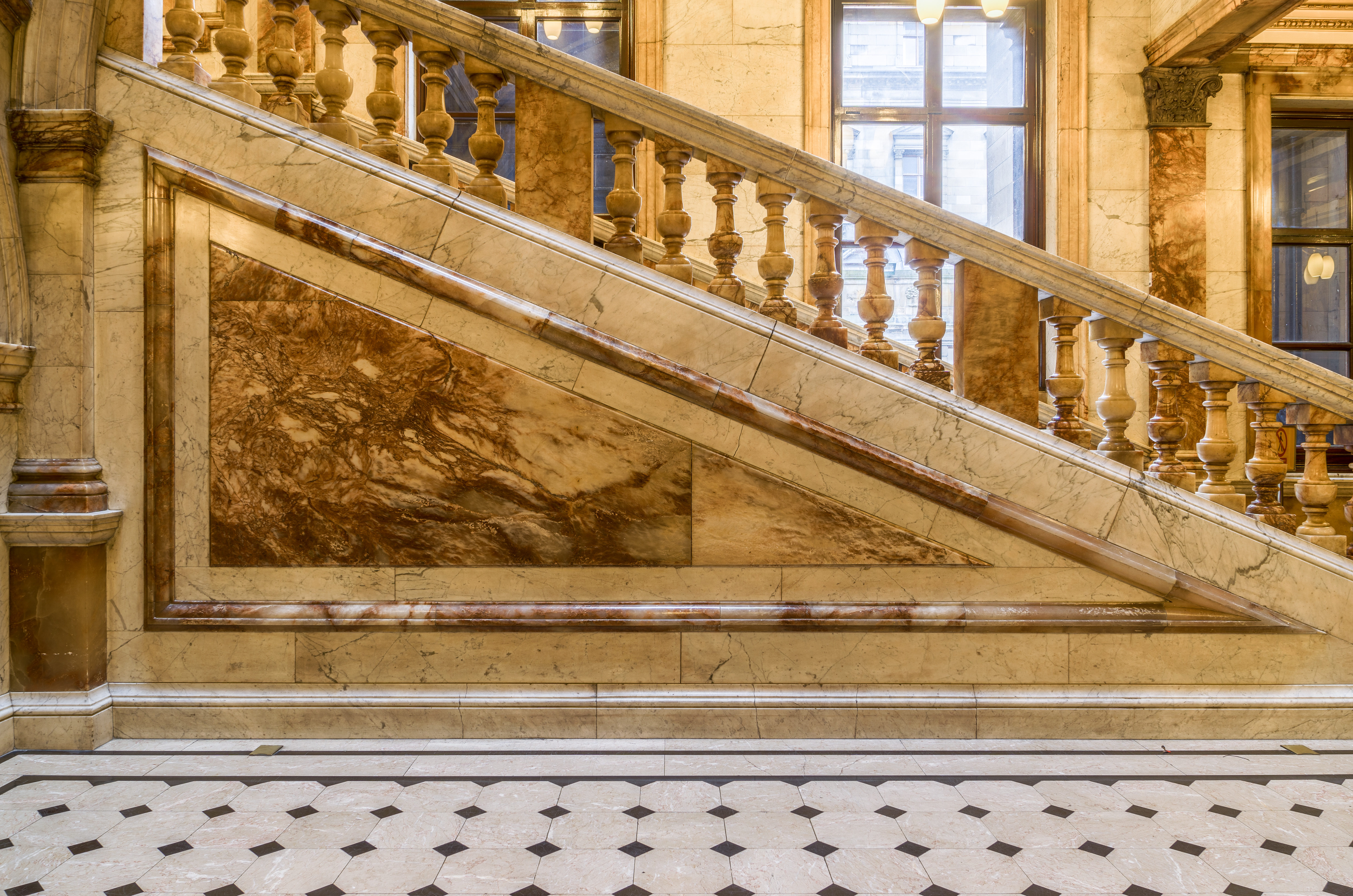 File:Glasgow City Chambers   Carrara Marble Staircase   2