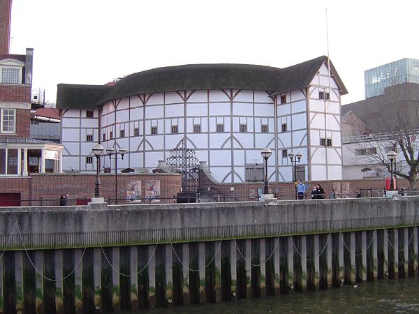 Реконструкция театра Глобус, Лондон.