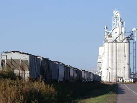 File:Grain elevator along U.S. Highway 30 in Shelton, Nebraska.jpg