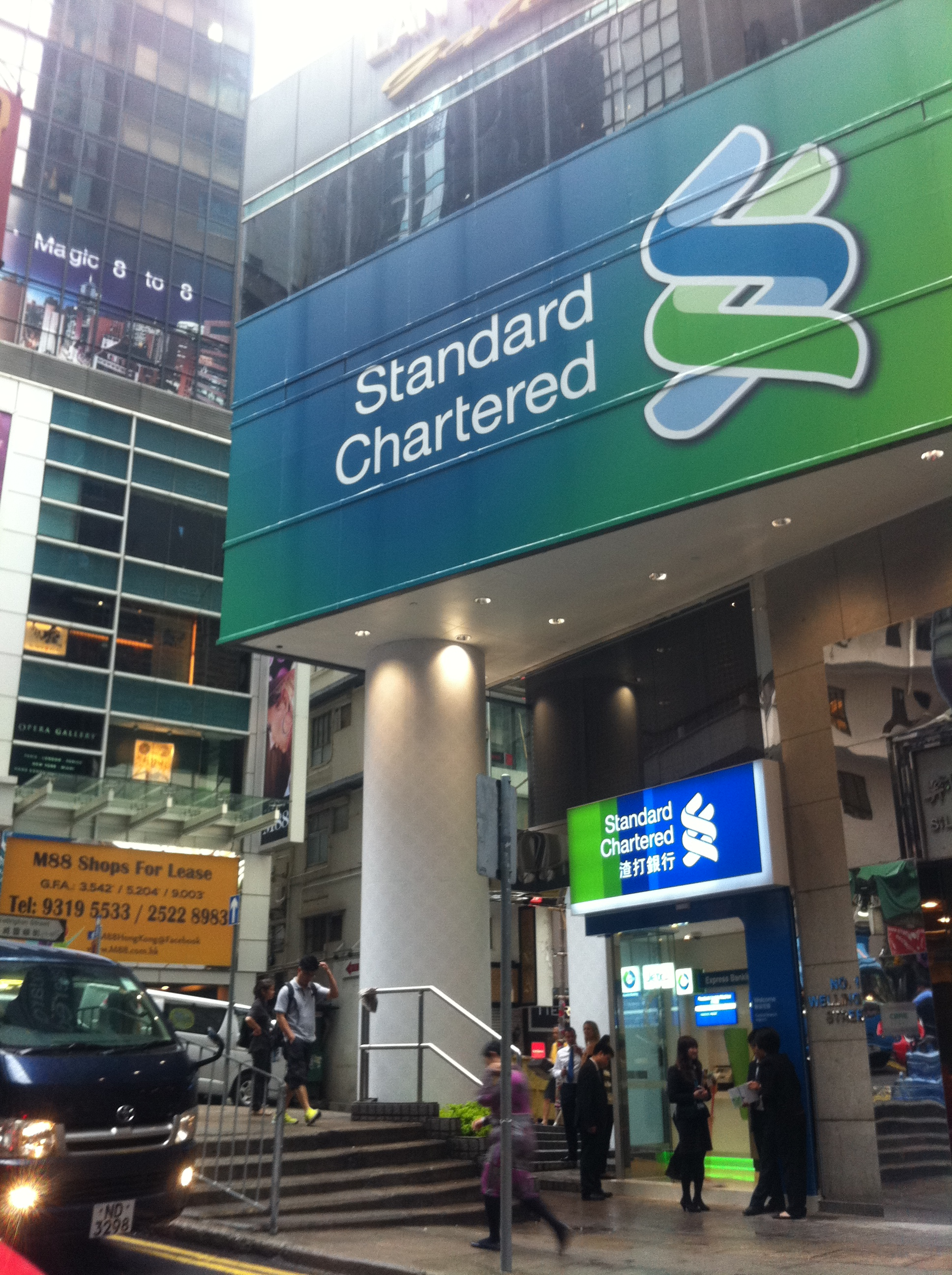 Standard Chartered Bank Building Standard Chartered Bank 雲