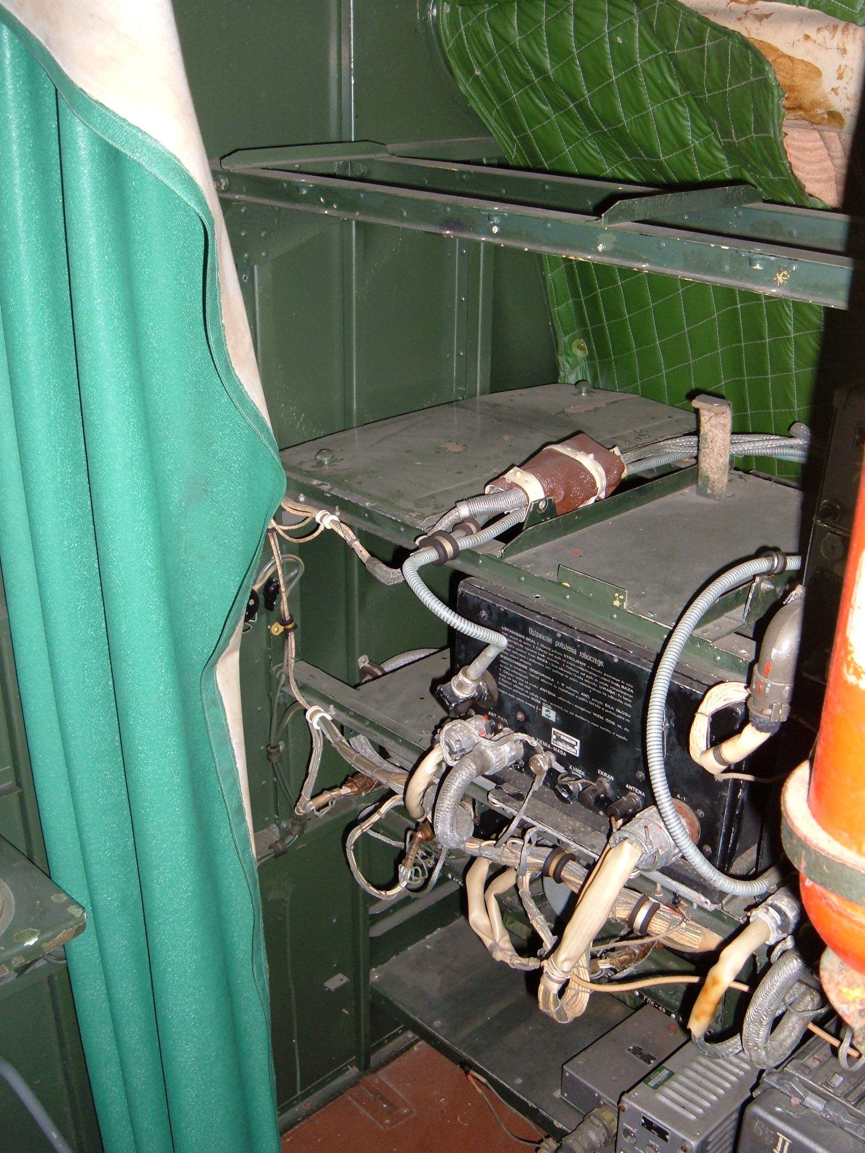 Ilyushin_Il-14_cockpit_equipment_shelves