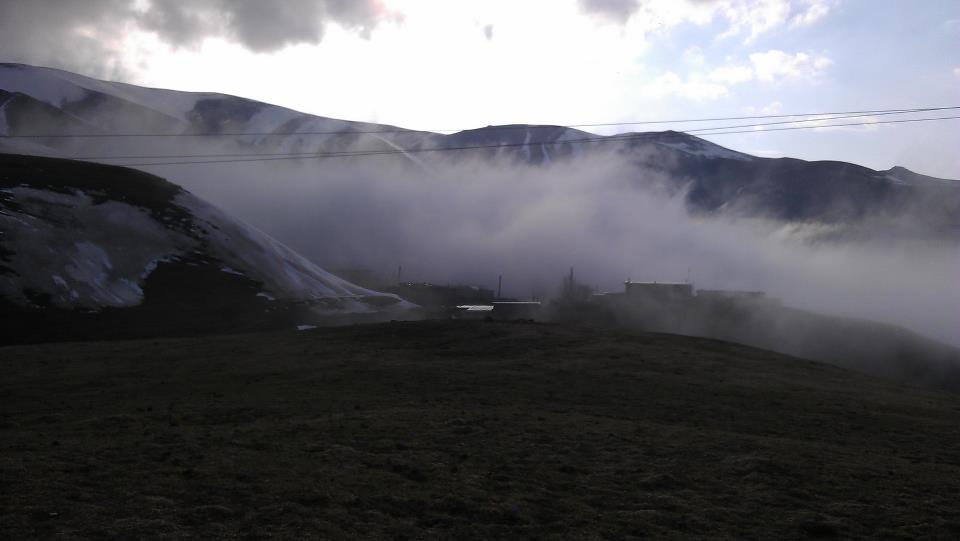 روز مه آلود خان کندی