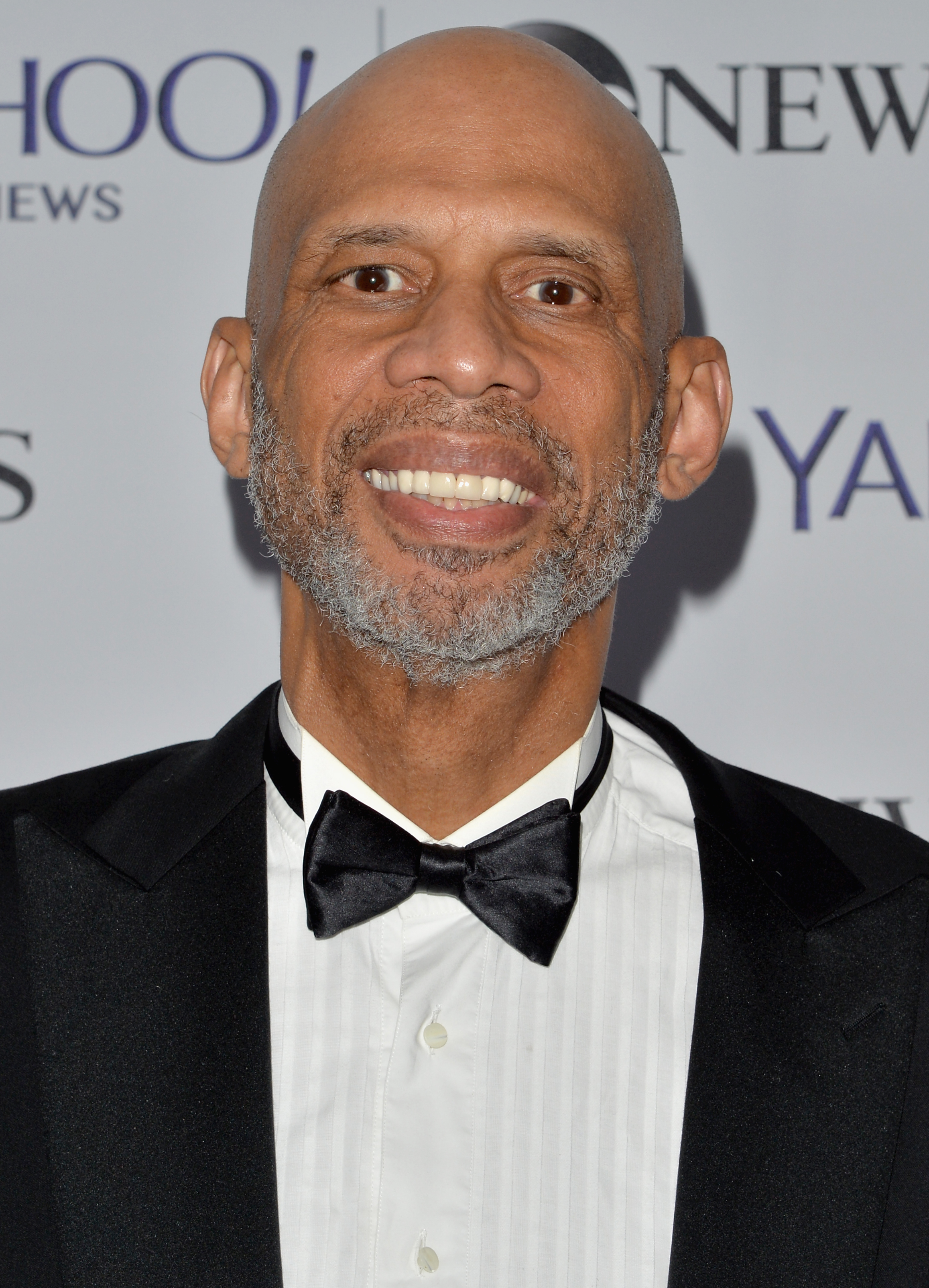 https://upload.wikimedia.org/wikipedia/commons/a/a0/Kareem_Abdul-Jabbar_May_2014.jpg