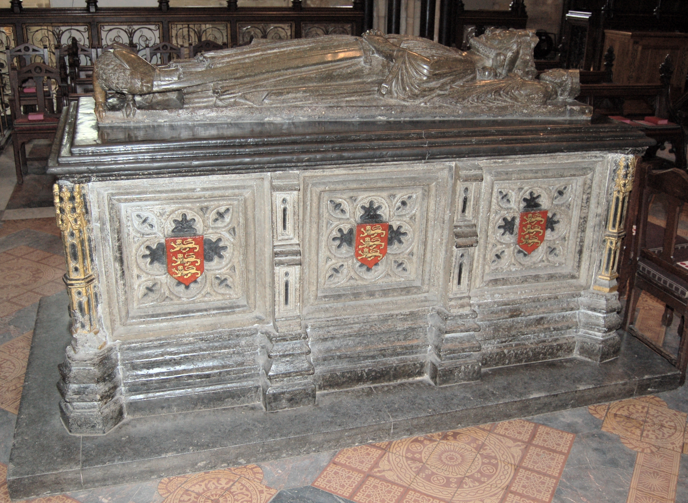 File:King Johns tomb.jpg - Wikimedia Commons