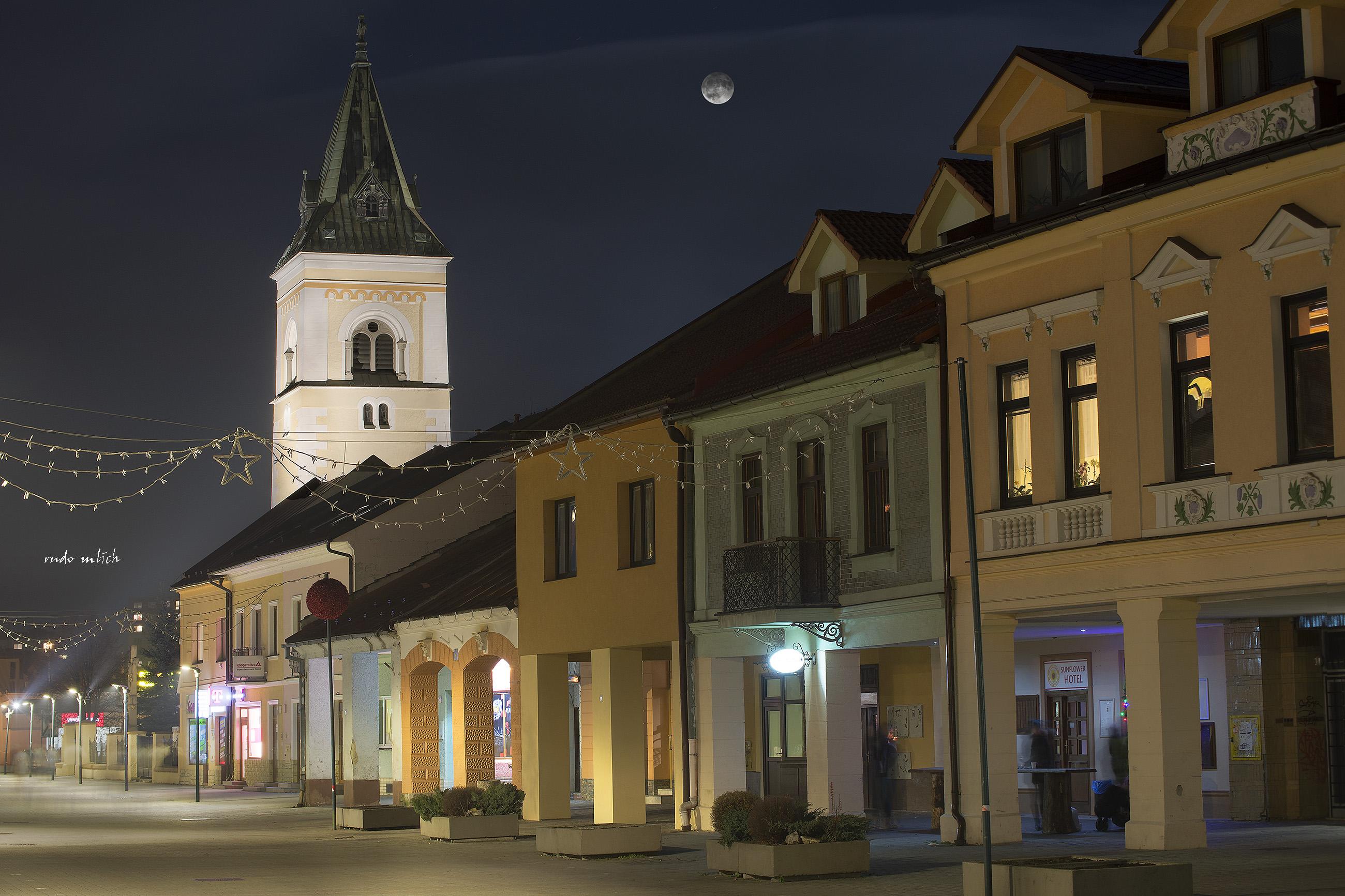 66c187d24 File:Kysucké Nové Mesto - historické námestie.jpg - Wikimedia Commons