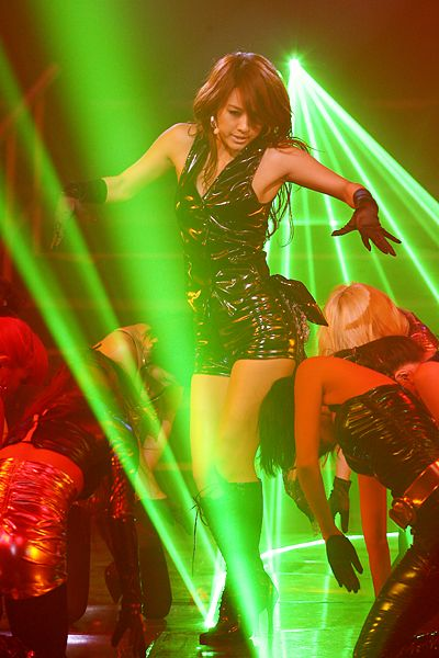 File:Lee Hyori at SBS Inkigayo in 2007 10.jpg