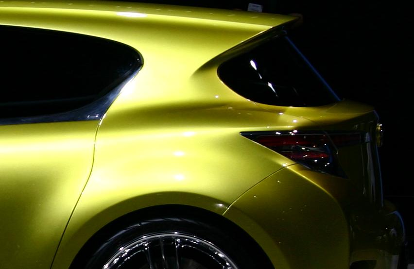 https://upload.wikimedia.org/wikipedia/commons/a/a0/Lexus_LF-Ch_concept_aft.JPG