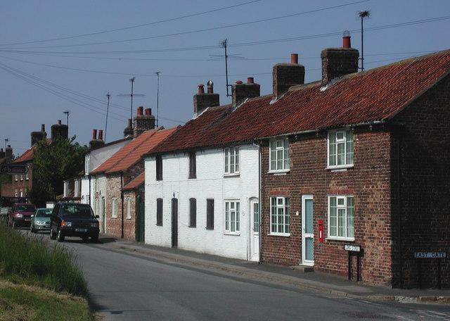 Long Street, Rudston - geograph.org.uk - 464171