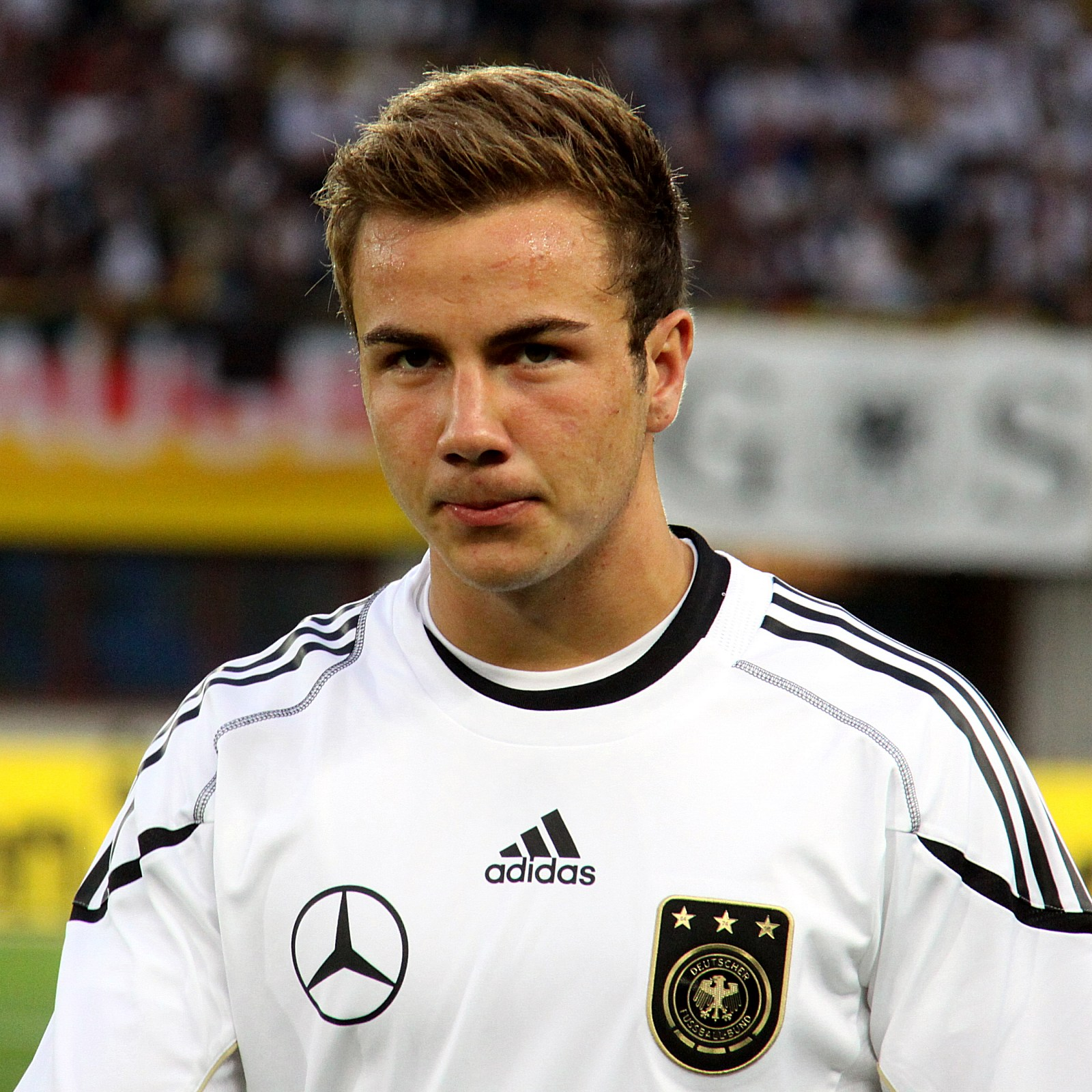 Mario Götze 2018 Dunkelblond Haar & Alternative Haarstil.
