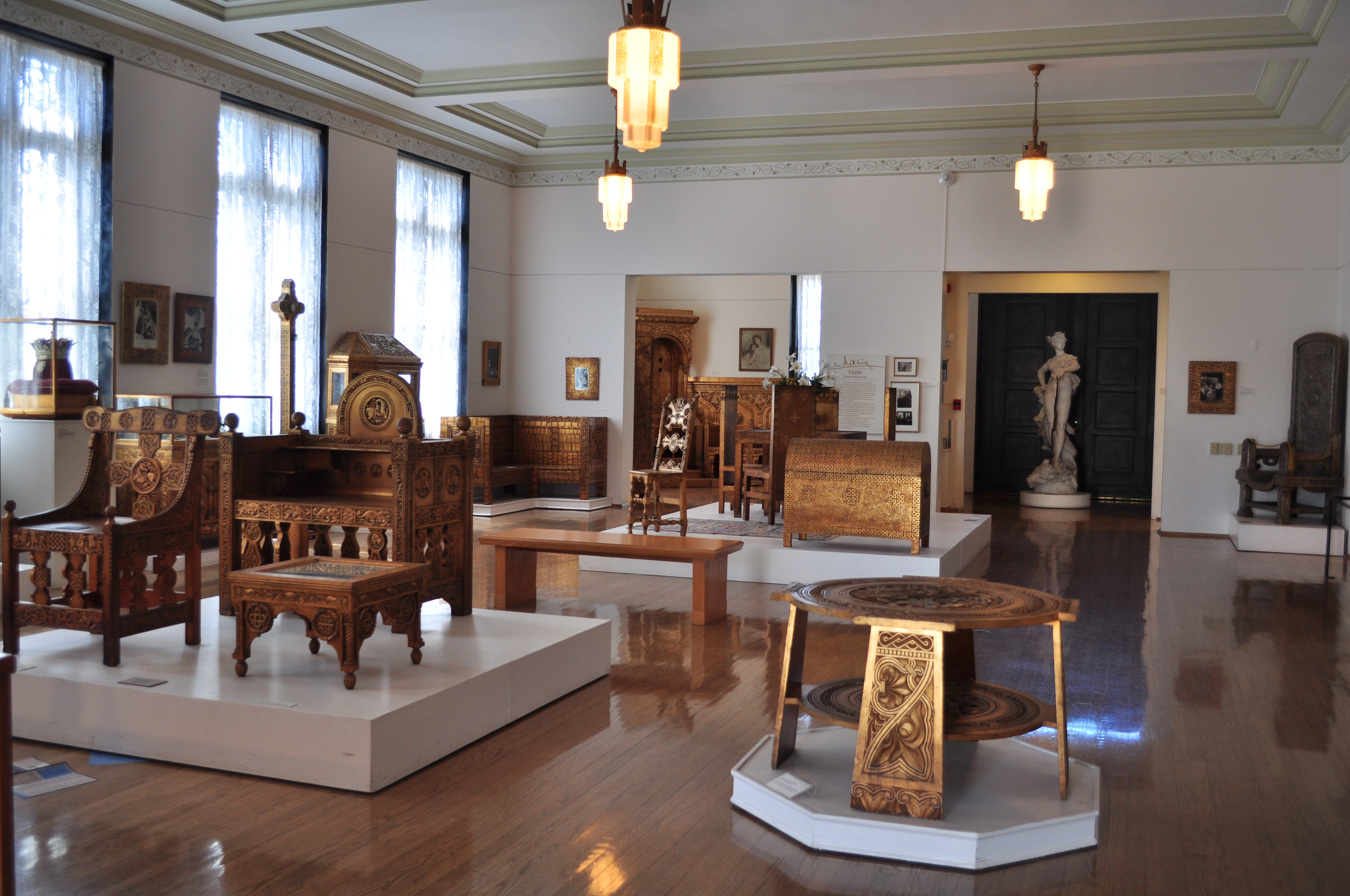 File:Maryhill Museum   Gilded Wood Furniture From Cotroceni Palace 04