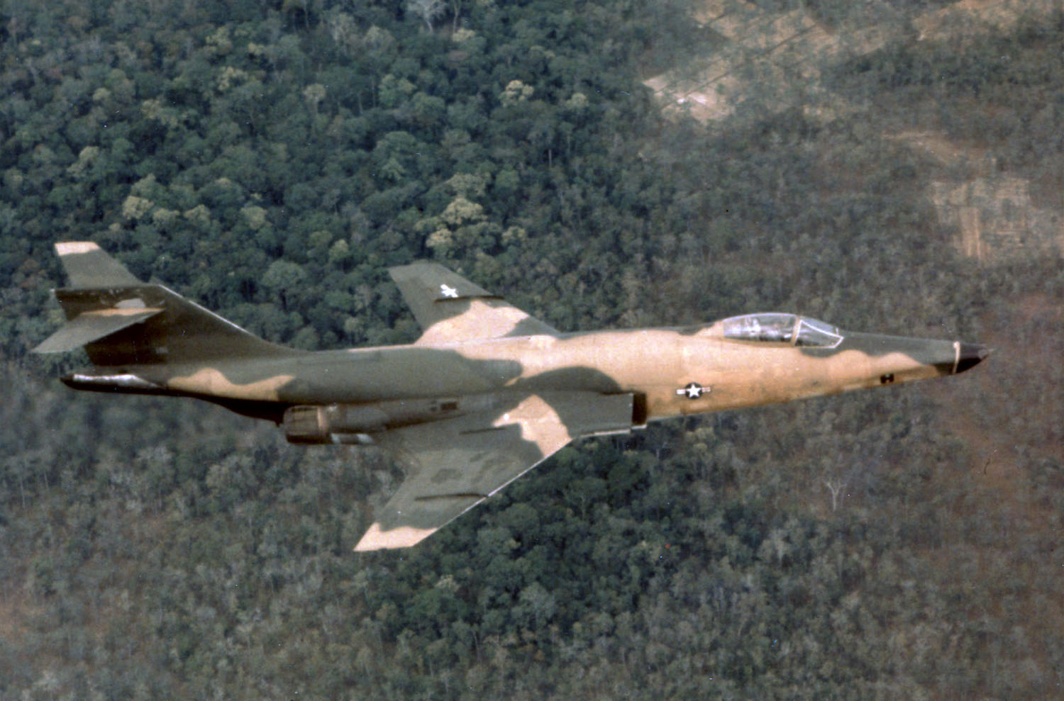 McDonnell RF-101A in flight over Vietnam in May 1967 060831-F-1234S-029.jpg