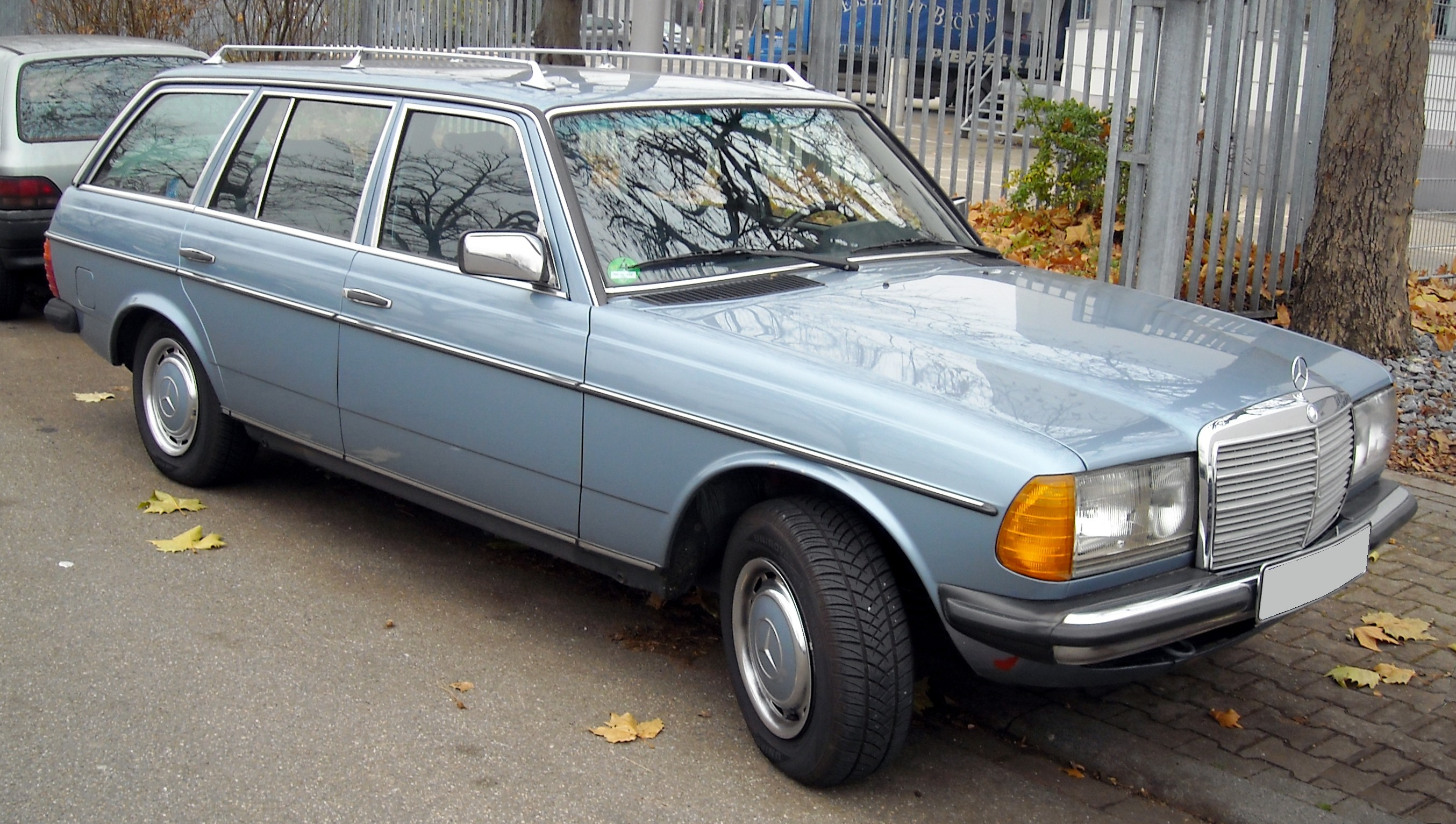 File Mercedes Benz W123 T Modell Front 20081201 Jpg Wikimedia Commons