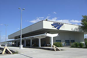Miami Amtrak station and platform, February 2008.jpg