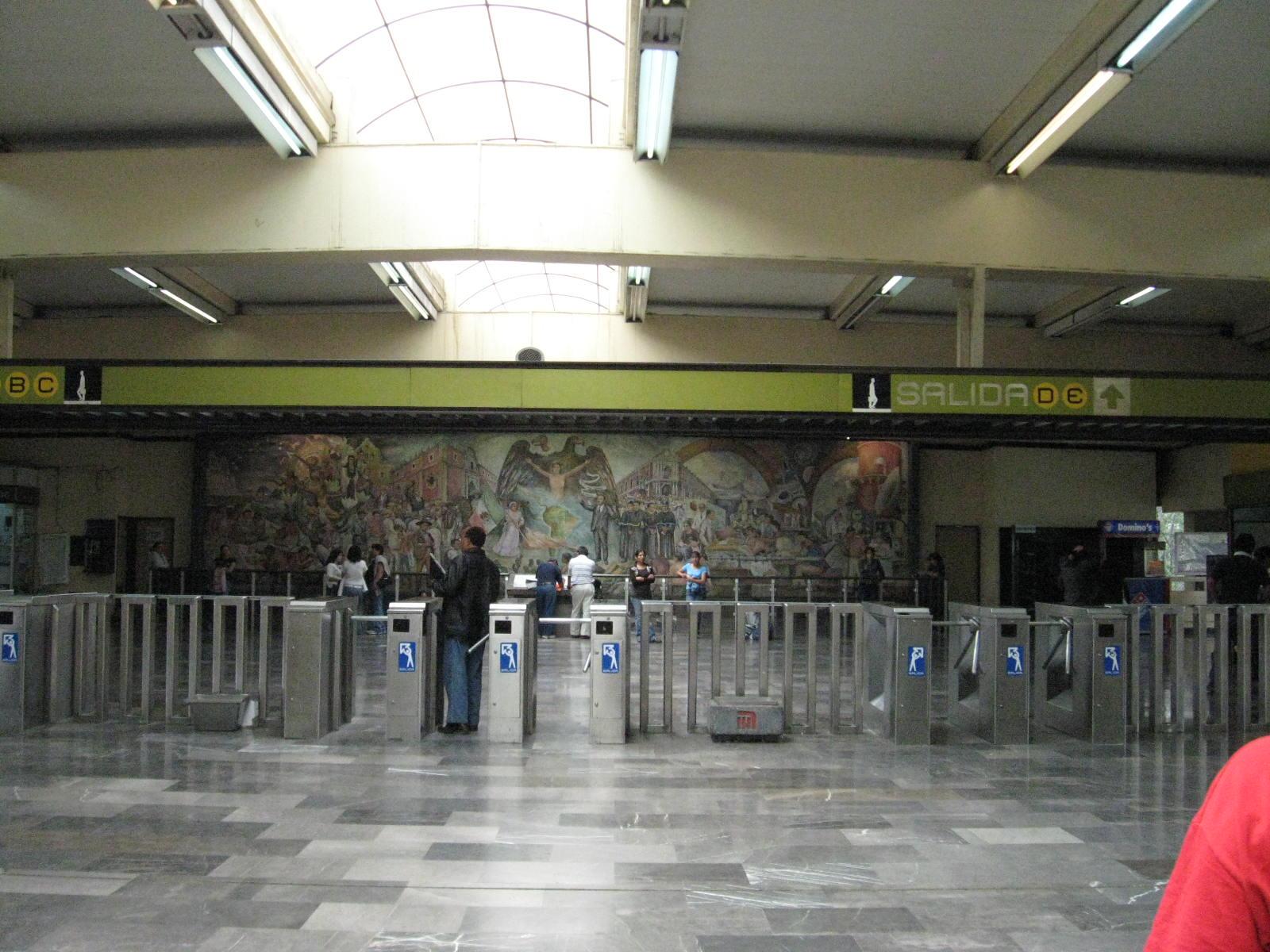 Metro universidad wikiwand for Mural metro u de chile