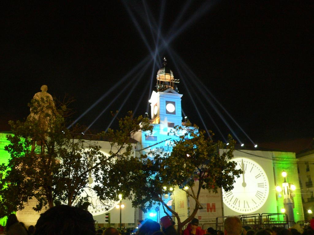 File nochevieja puertadelsol wikimedia commons for Puerta del sol en nochevieja