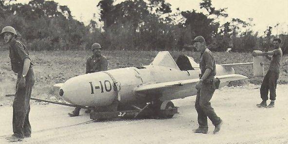 終戦後アメリカ軍兵士に接収される桜花
