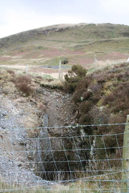 File:Old mine shaft, Bwlch Glas - geograph org uk - 571236