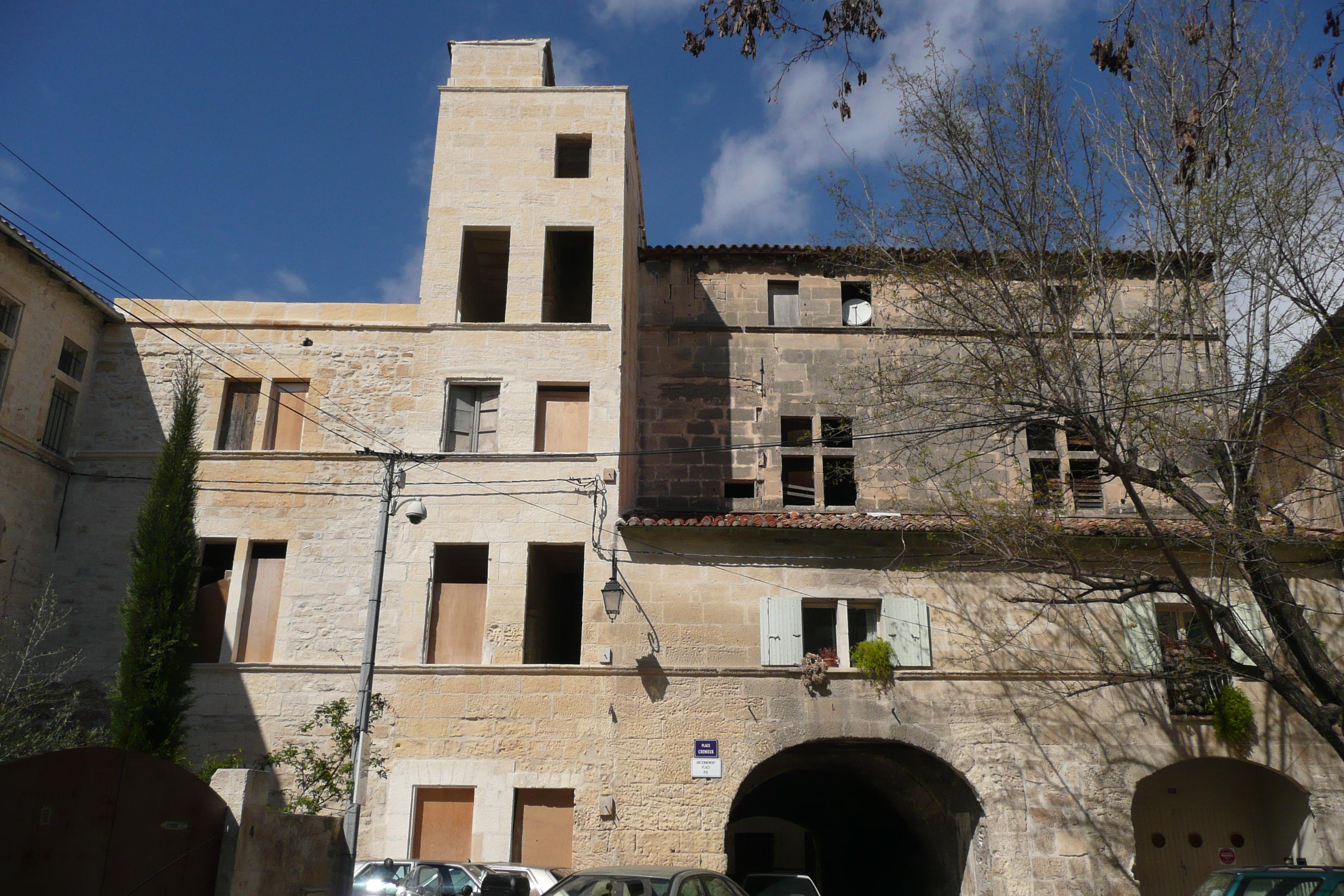 Tarascon : Privatisation de l'arceau de la Place CREMIEUX dans INFO ACTU