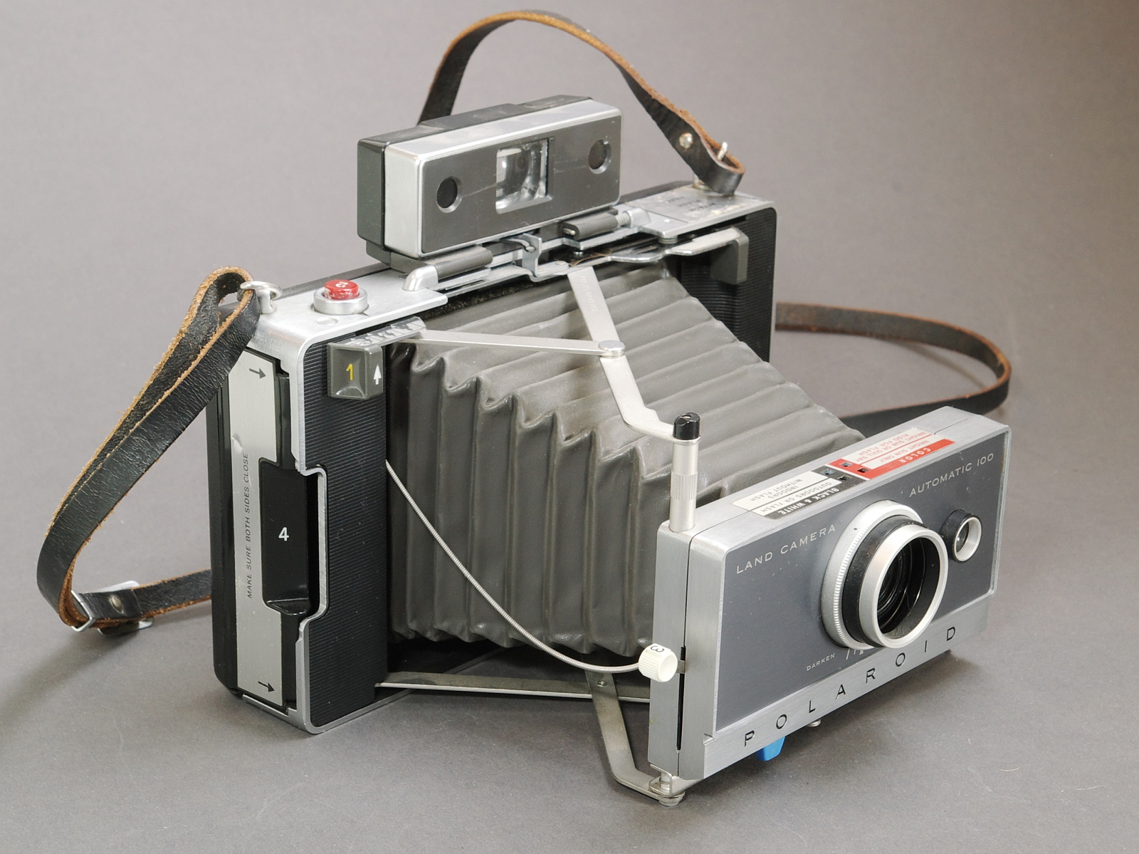 File:Polaroid Land Camera 100 IMGP1932 WP.jpg - Wikimedia Commons