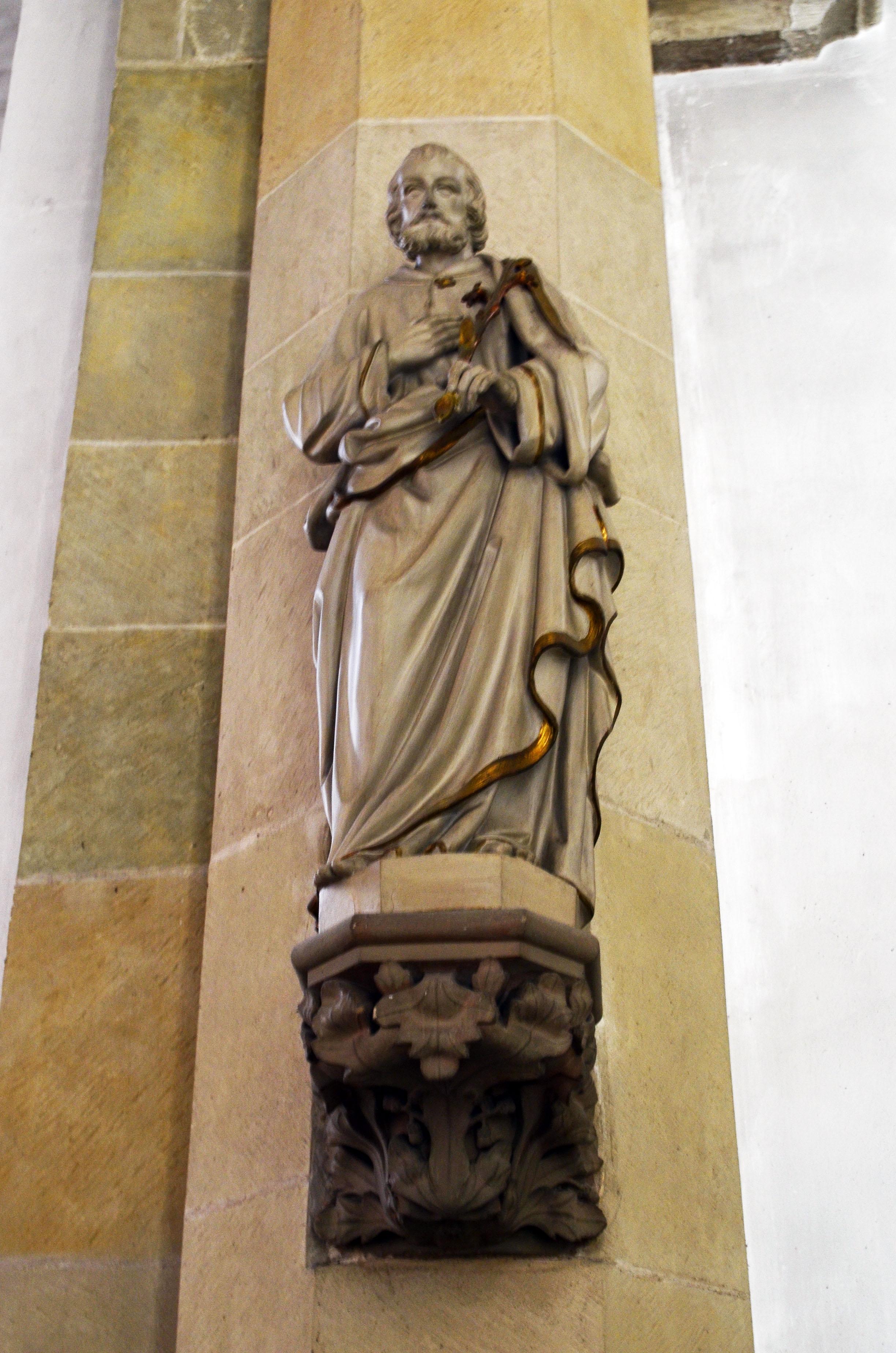 datei propsteikirche brilon heiligenfigur mit golden abgesetztem gewand jpg wikipedia. Black Bedroom Furniture Sets. Home Design Ideas