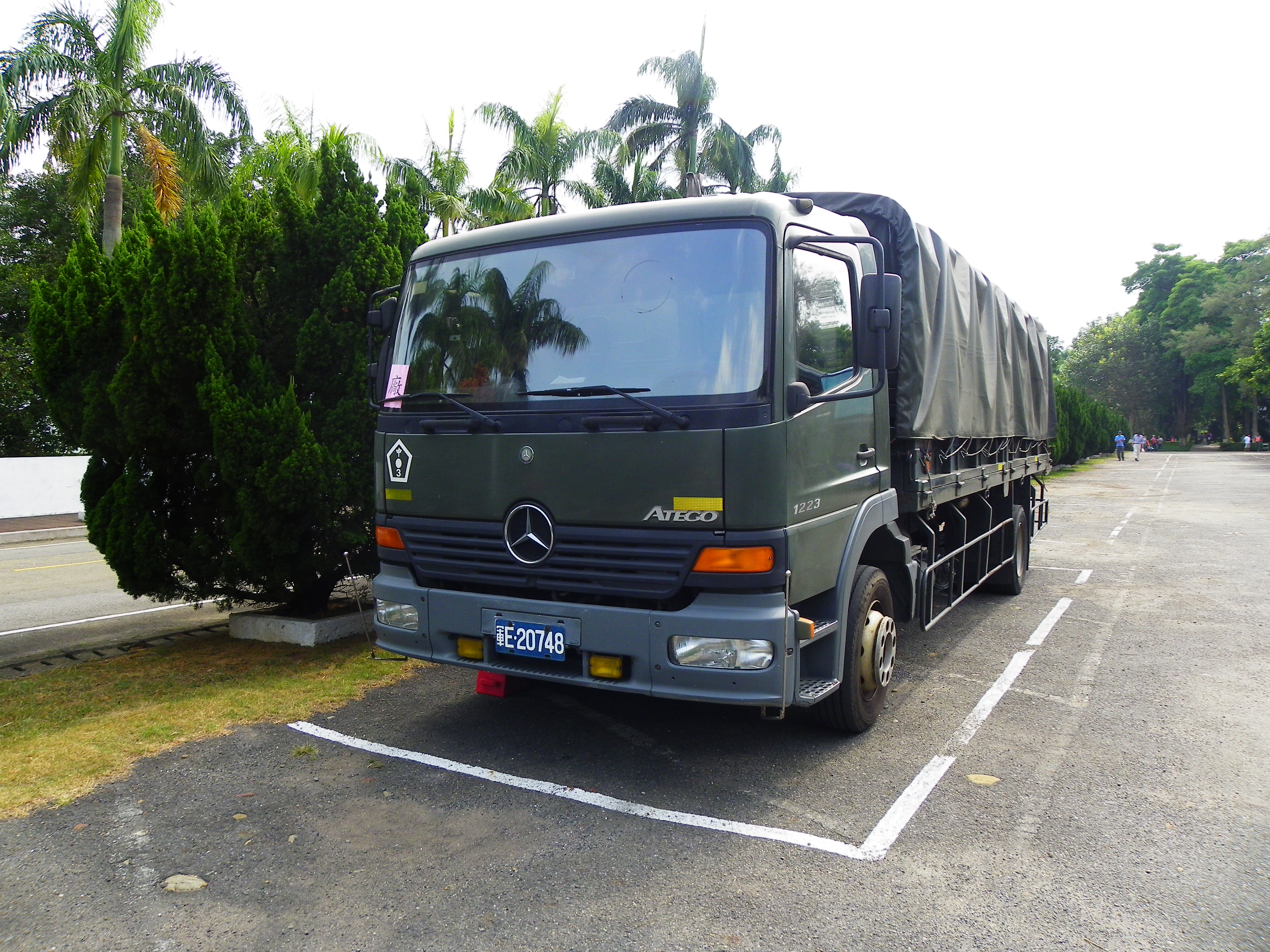 File:ROCA Mercedes-Benz Atego 1223 Truck Parked in Chengkungling  20131012.jpg