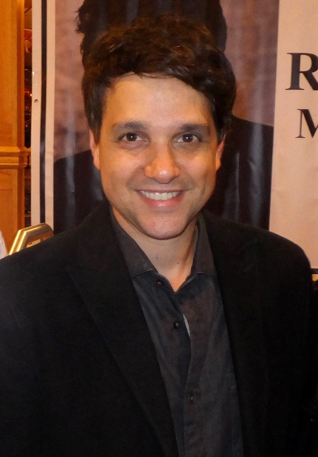 Http Commons Wikimedia Org Wiki File Ralph Macchio At The Chiller Theatre Expo In Nj October 26 2013 01 Jpg