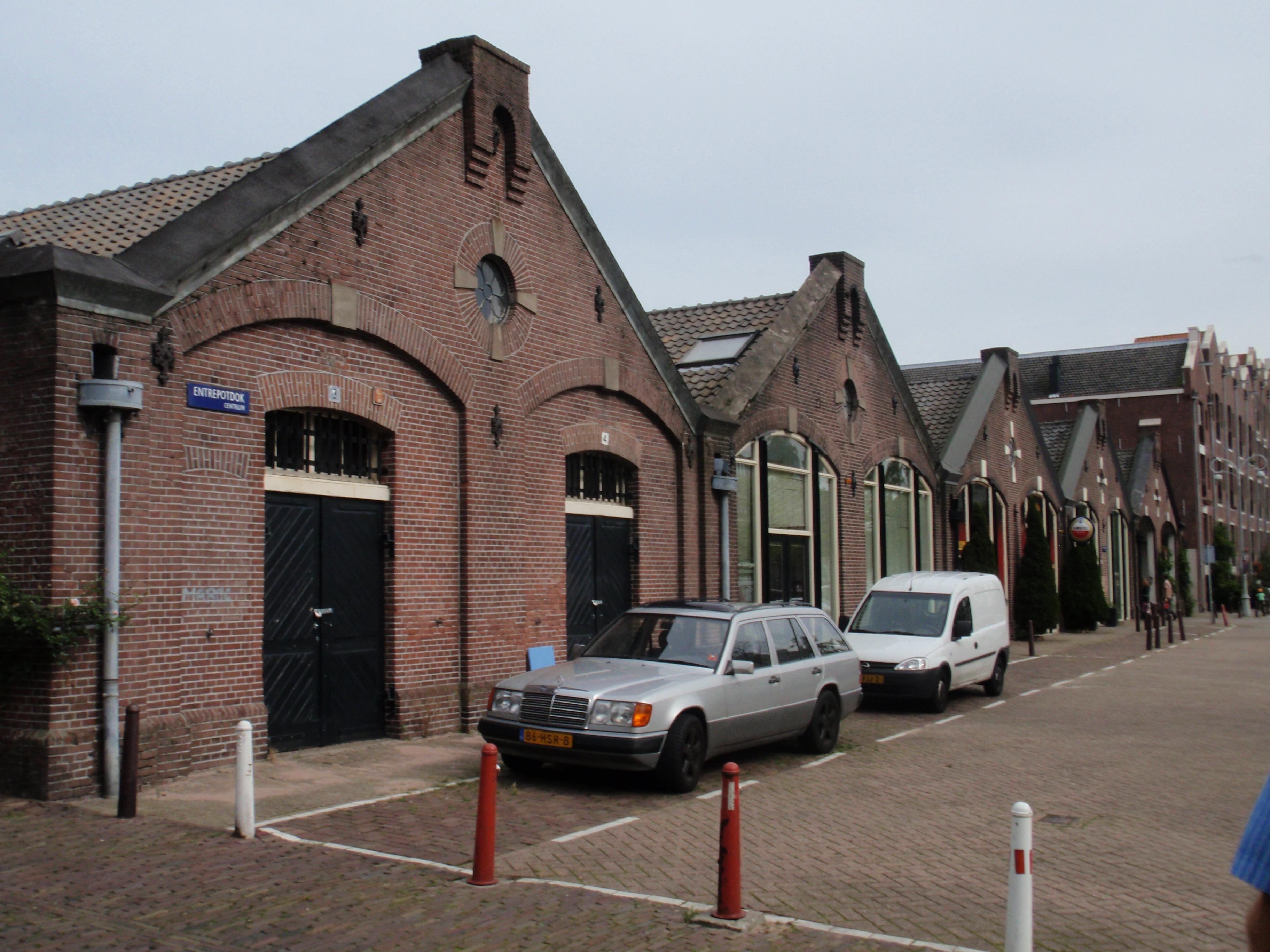 Reeks van vijf geschakelde loodsen van het Oude Entrepot ...