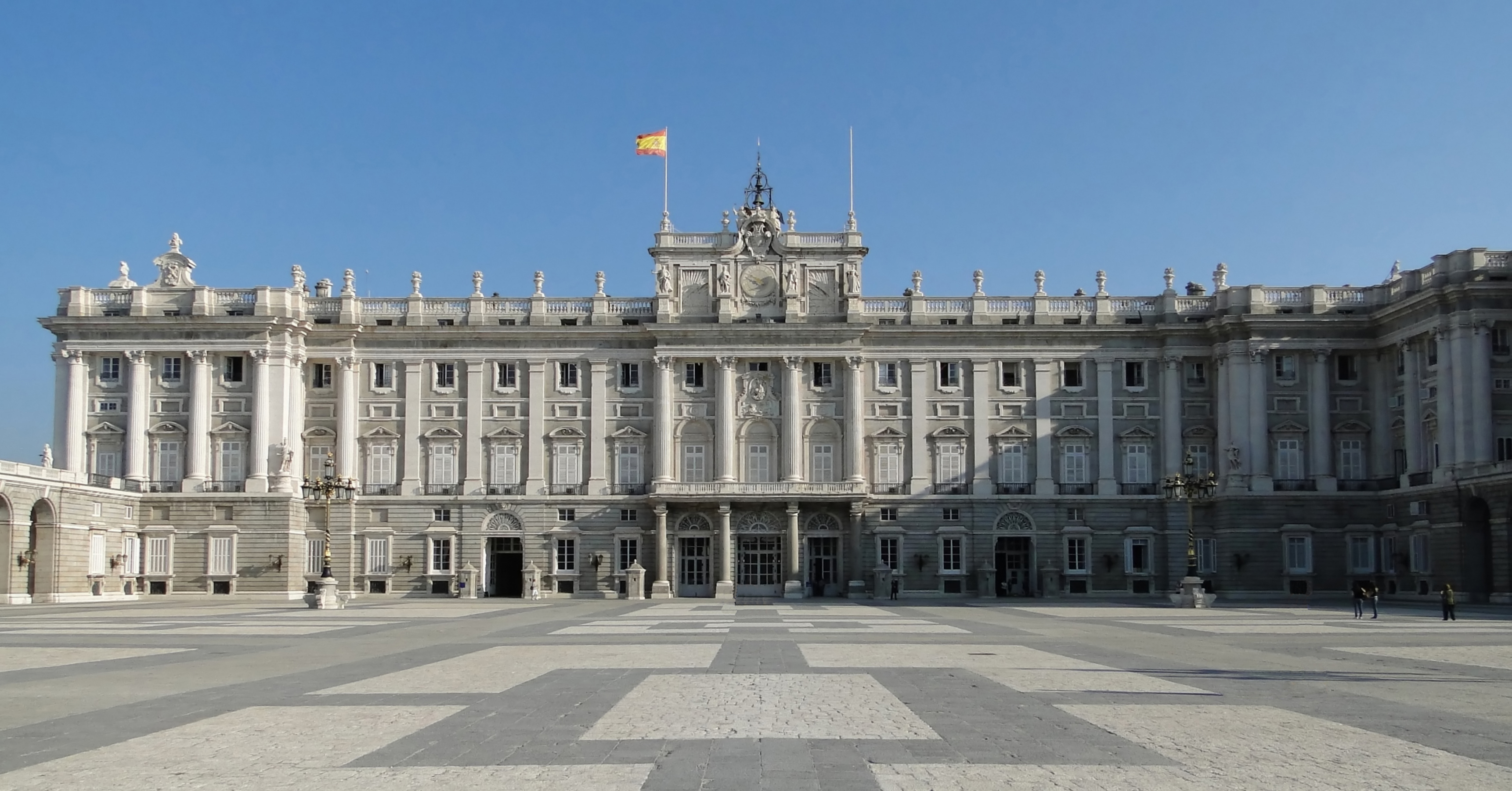 file royal palace of madrid 02 jpg wikimedia commons