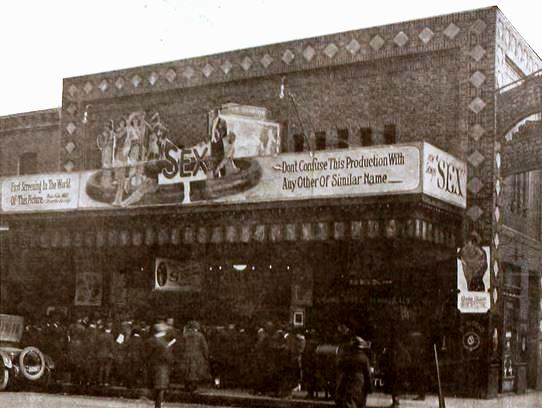 Royal Theater, Des Moines, Iowa - May 1920 MPN.jpg