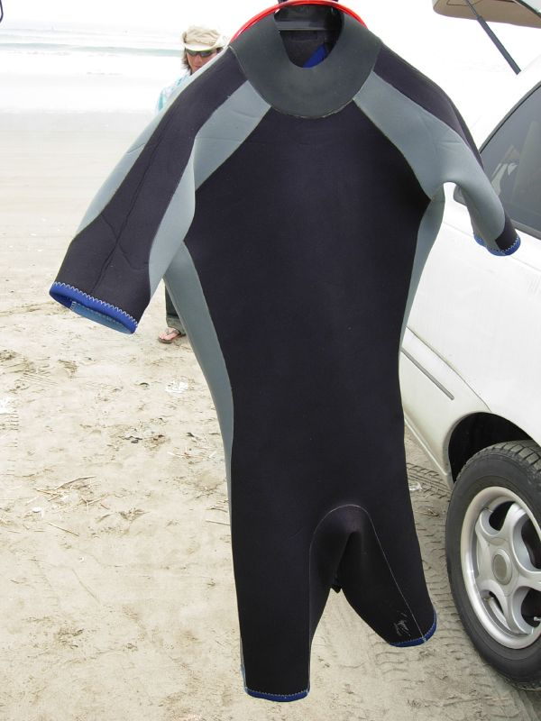 http://upload.wikimedia.org/wikipedia/commons/a/a0/Shorty_wetsuit.jpg