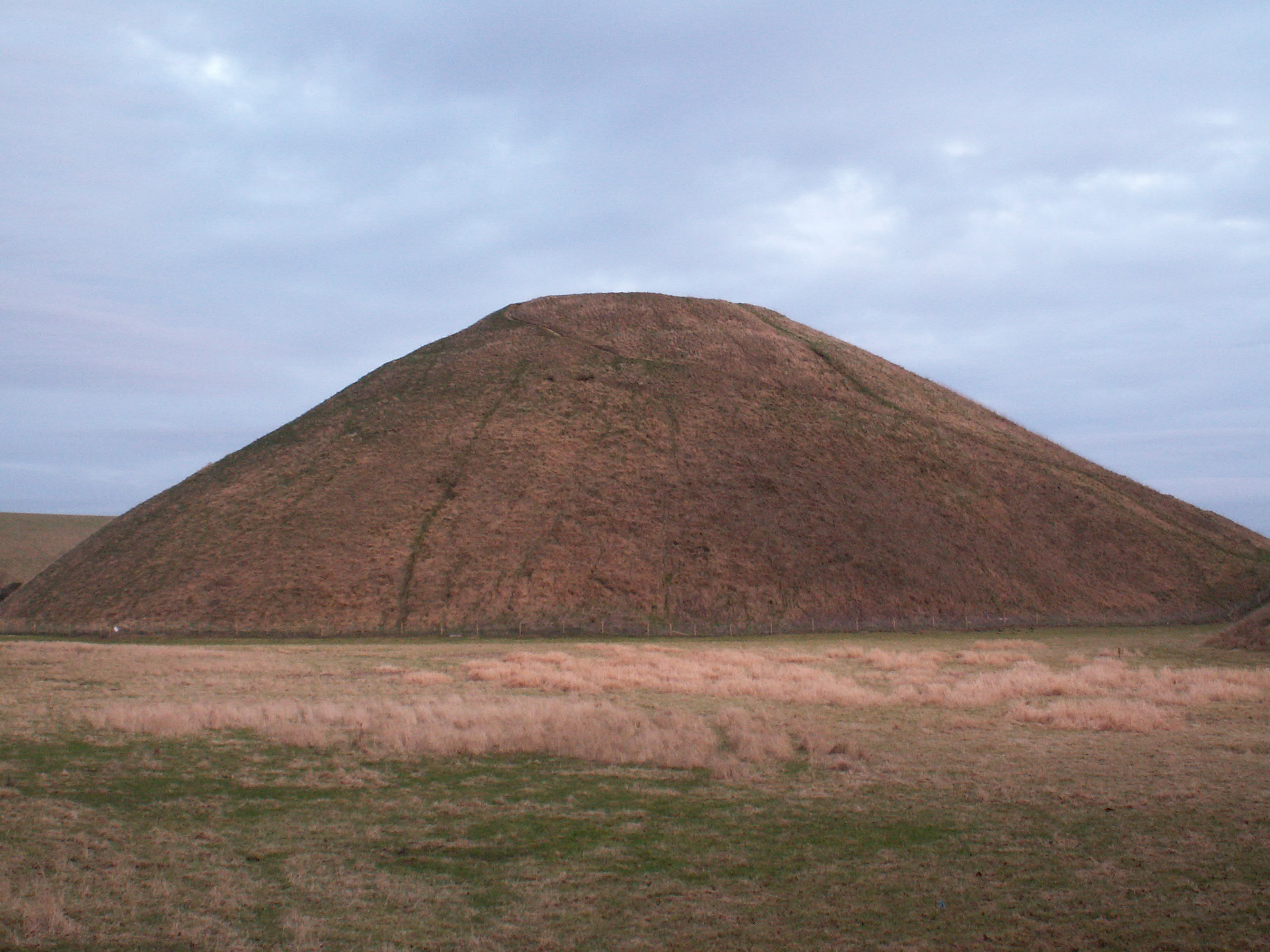 Description Silbury Hill DB.jpg