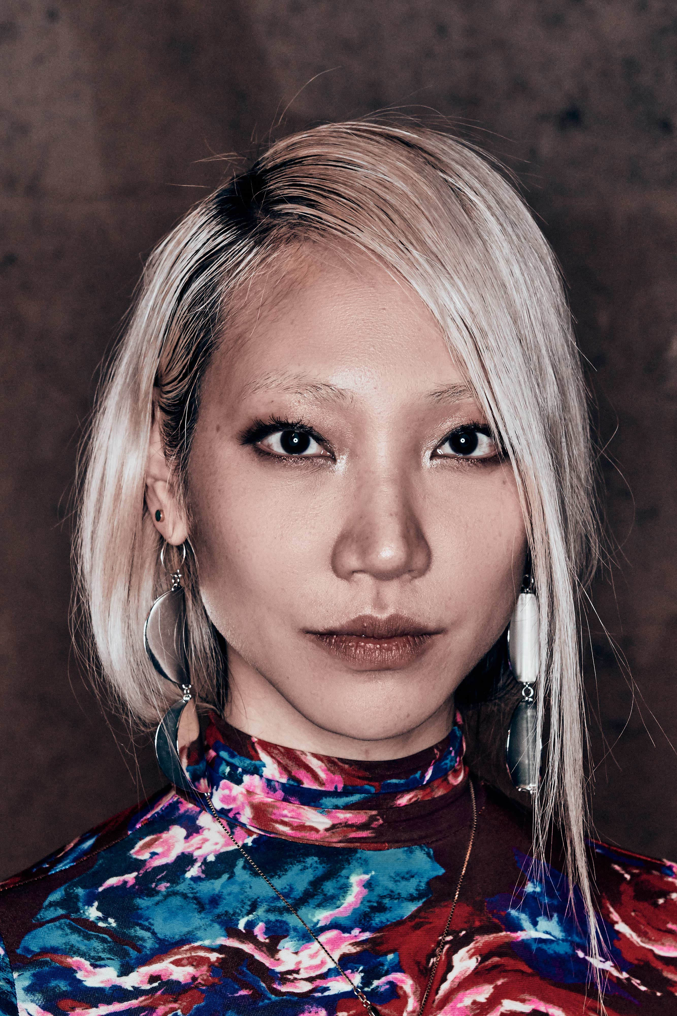 The 32-year old daughter of father (?) and mother(?) Soo Joo Park in 2021 photo. Soo Joo Park earned a  million dollar salary - leaving the net worth at 3 million in 2021